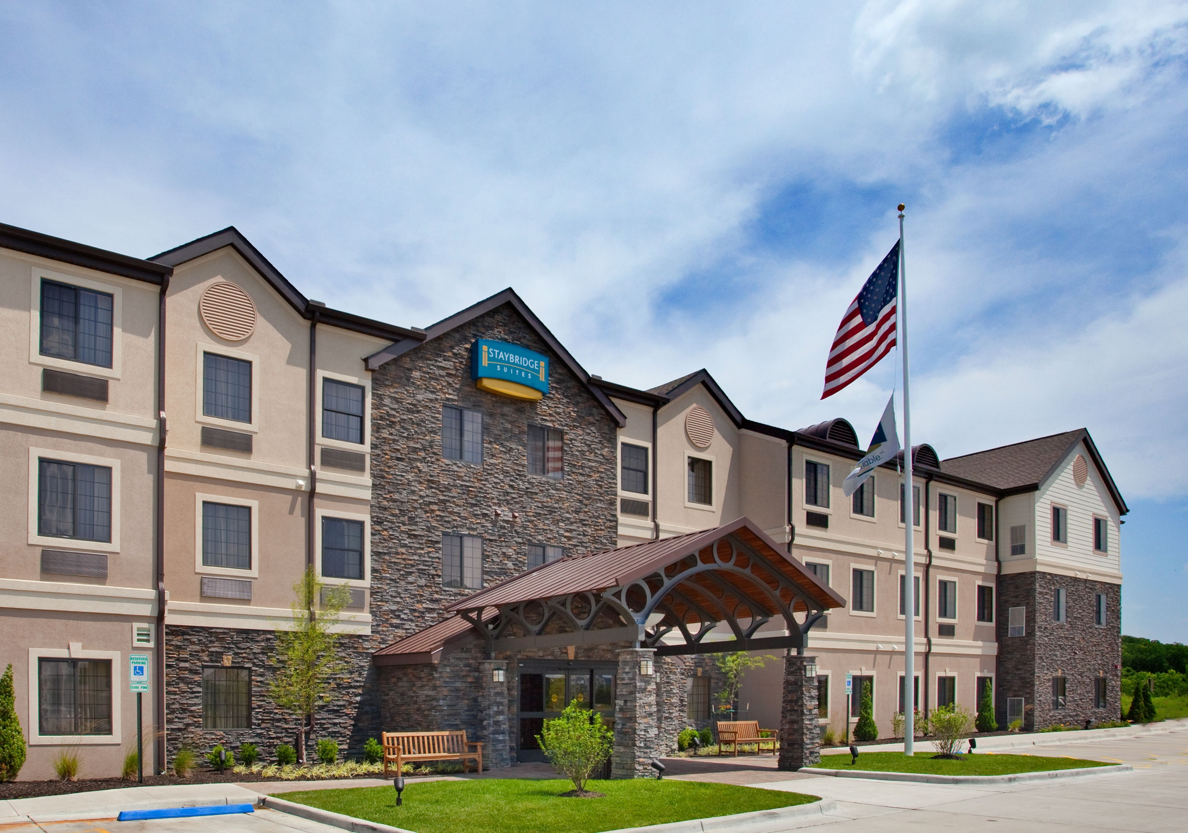 facility meeting missouri A 2-hour minimum rental is required for all meeting rooms a daily fee is required to use the facility to rent the meeting rooms, please contact us at 636-282-2380 or stop in to see us at the front desk during normal operating hours.