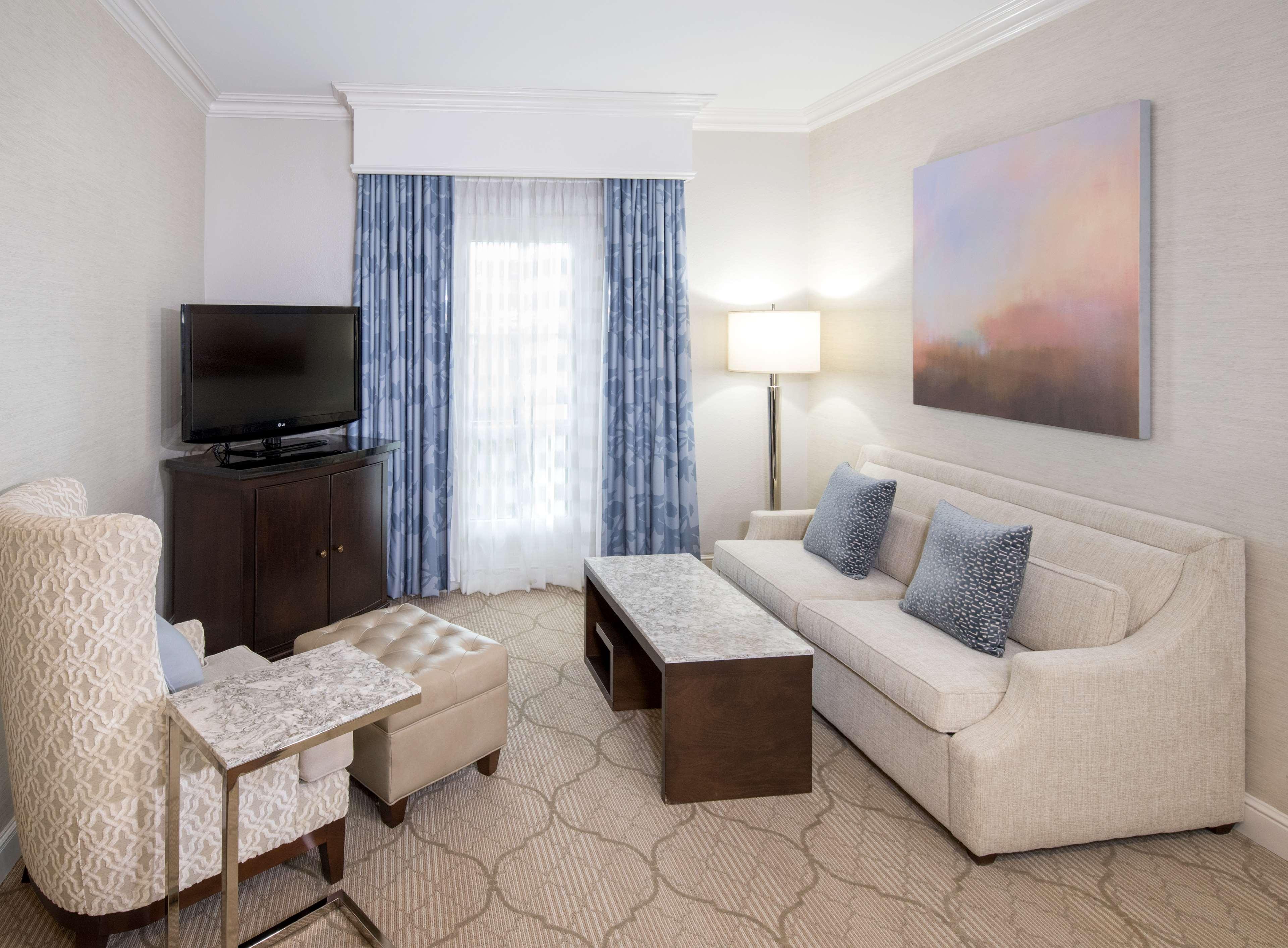 Hampton Inn & Suites Charlotte/South Park at Phillips Place image 32