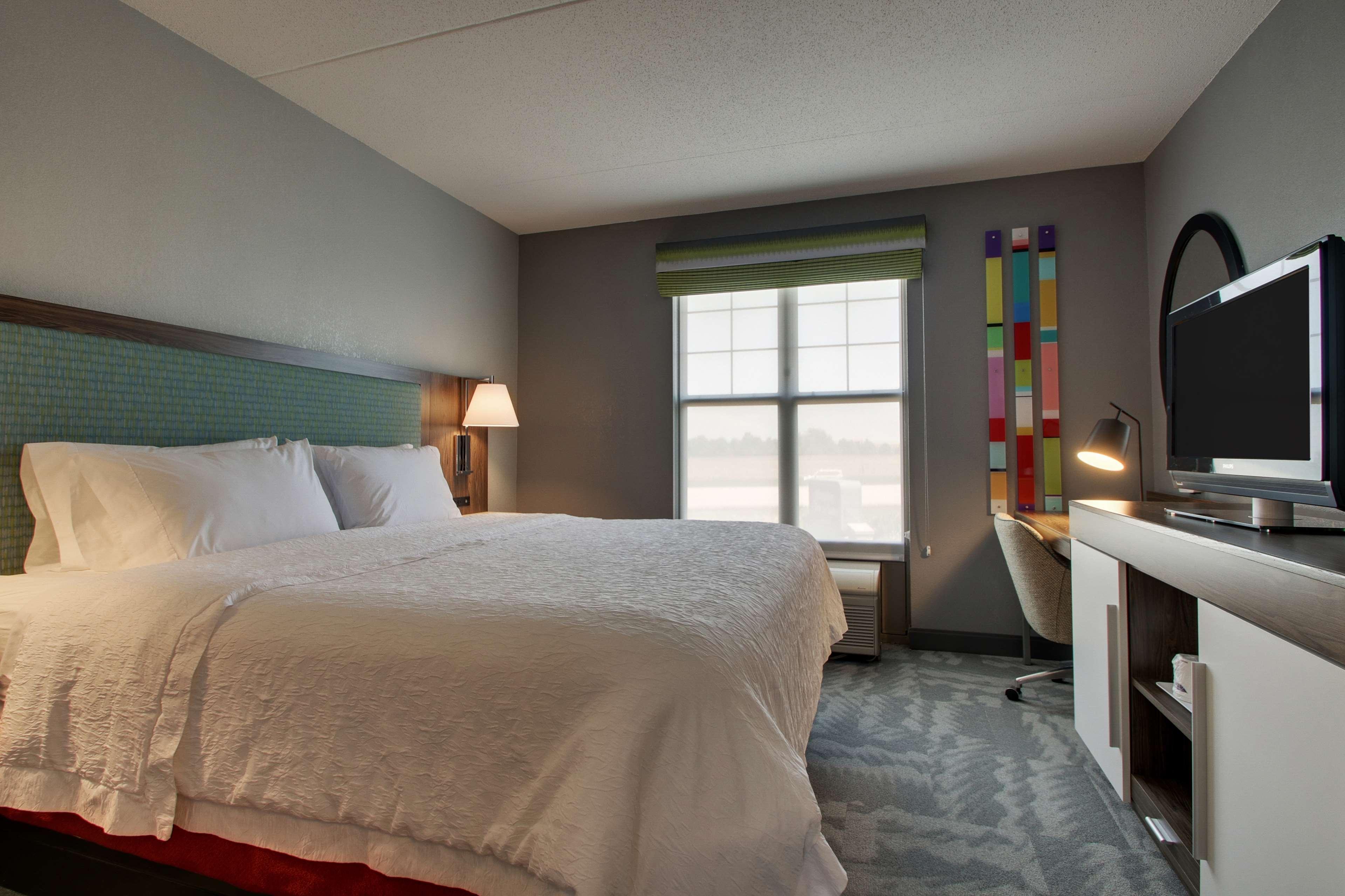 Hampton Inn & Suites Chicago/Aurora image 32