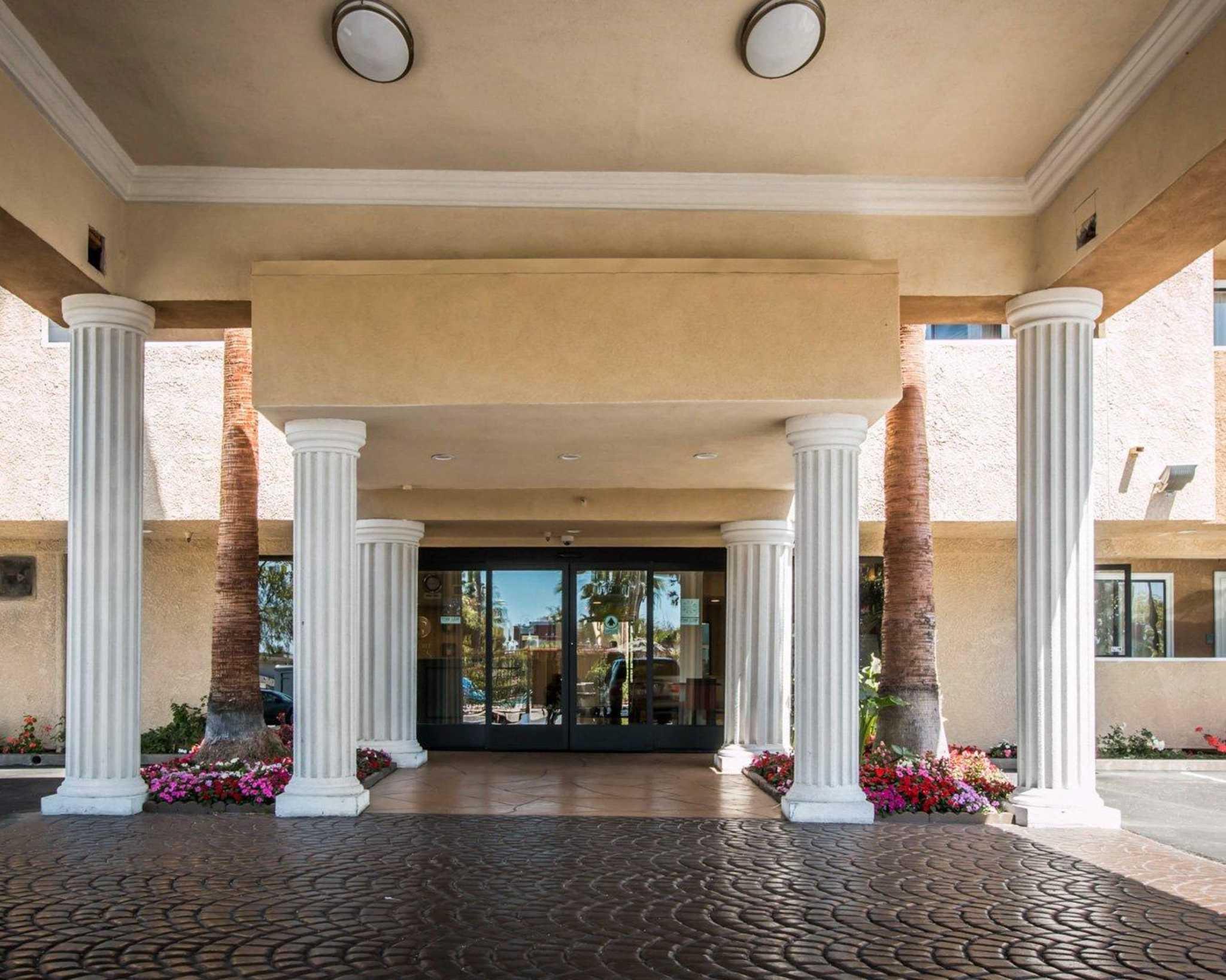 Comfort Suites Huntington Beach image 2