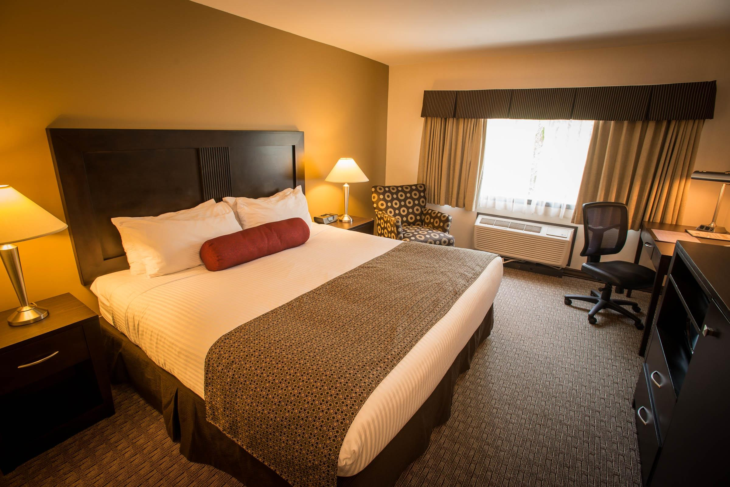 Best Western Plus Baker Street Inn & Convention Centre in Nelson: King Bed Guest Room