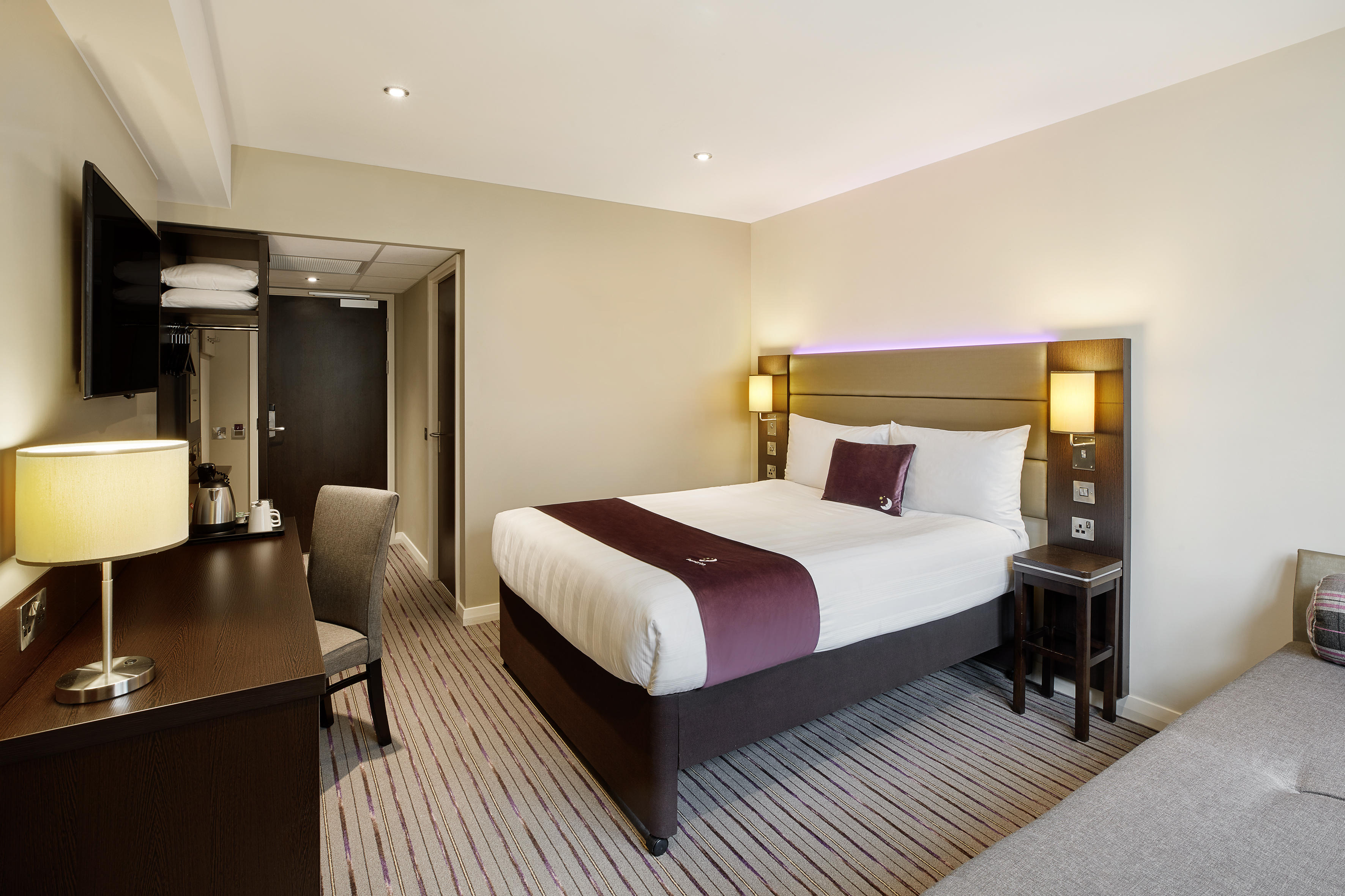 Premier Inn Premier Inn Milton Keynes South West (Furzton Lake) hotel