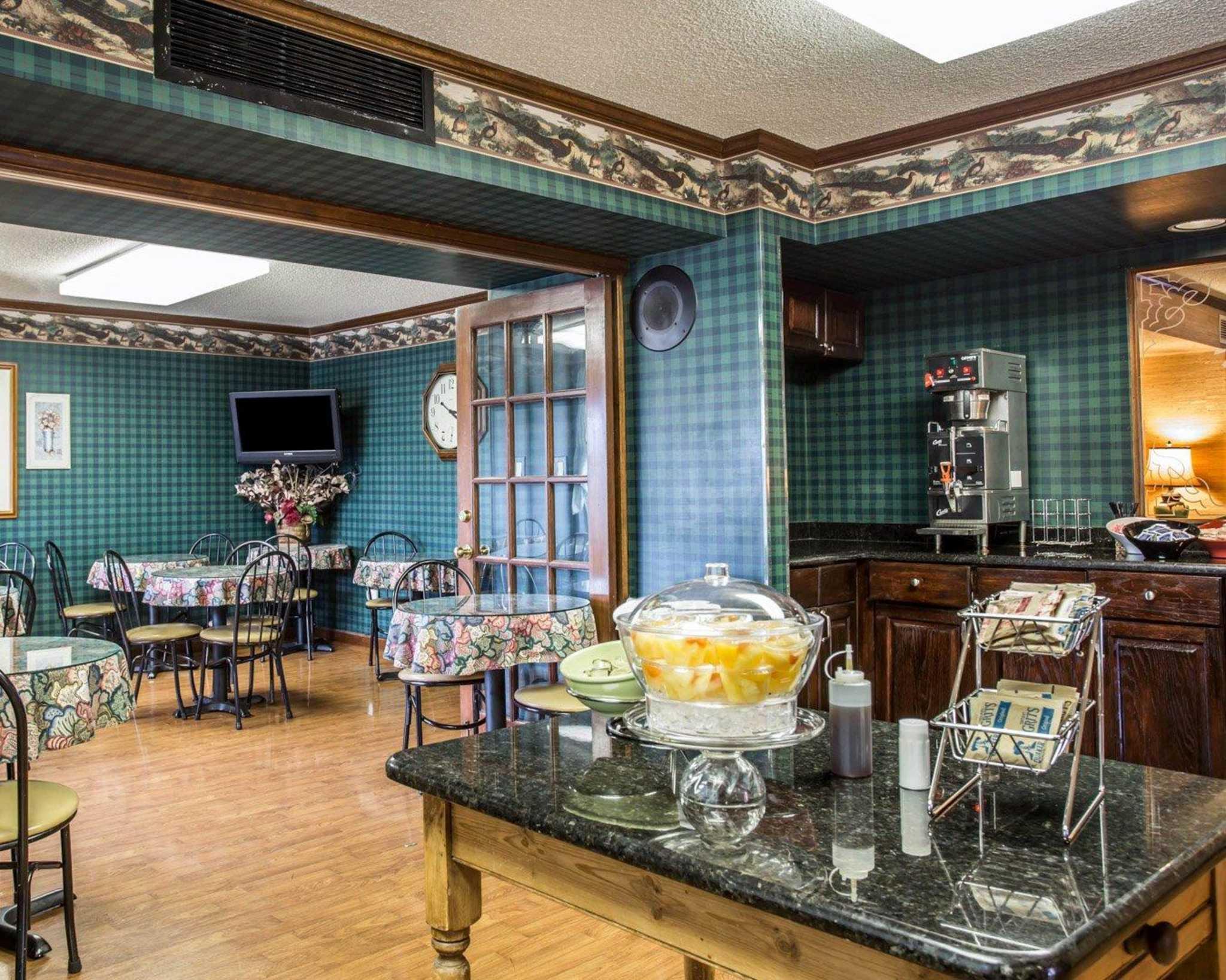 Econo Lodge & Suites Lake Norman image 18