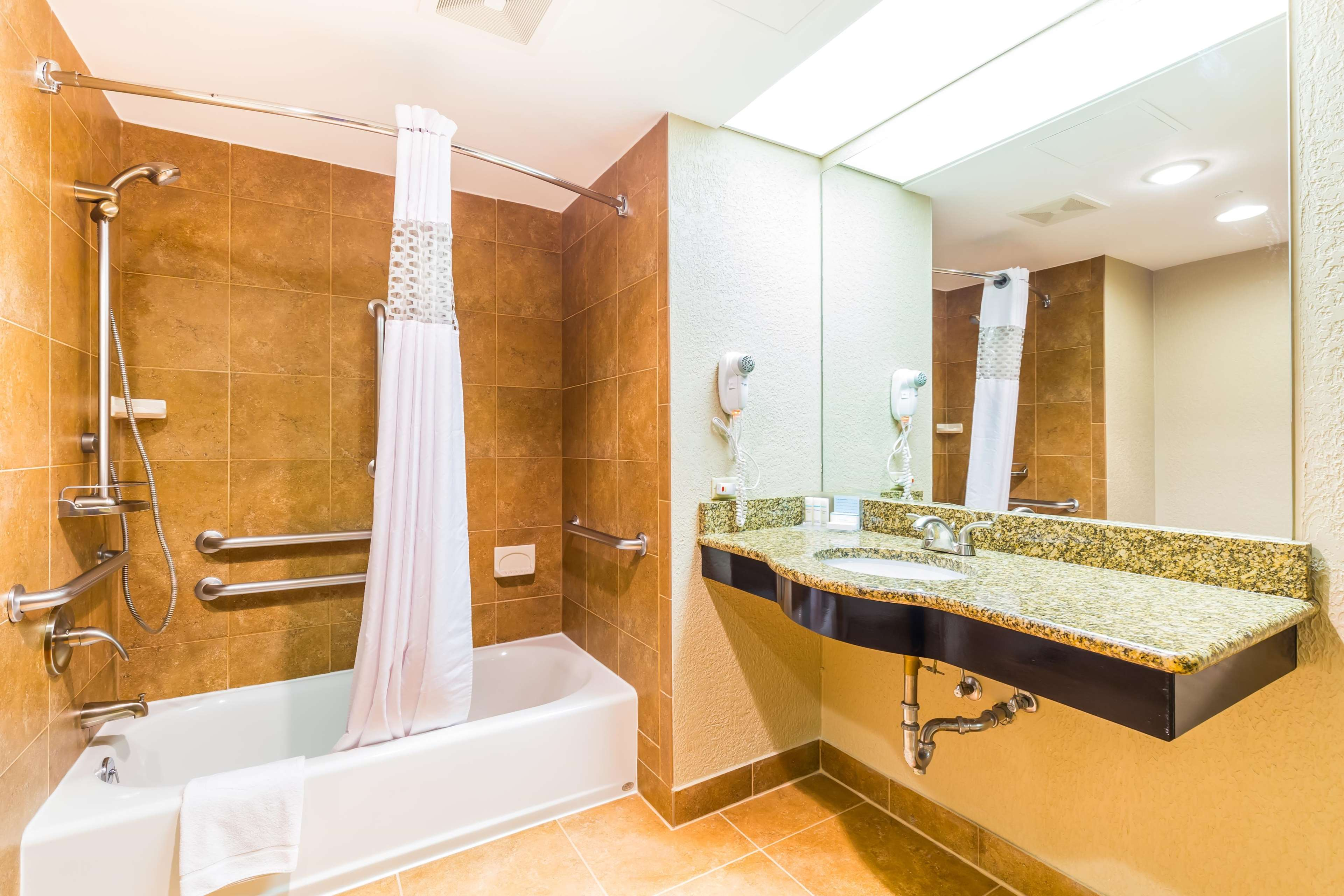 Hampton Inn & Suites Chicago/Hoffman Estates image 37