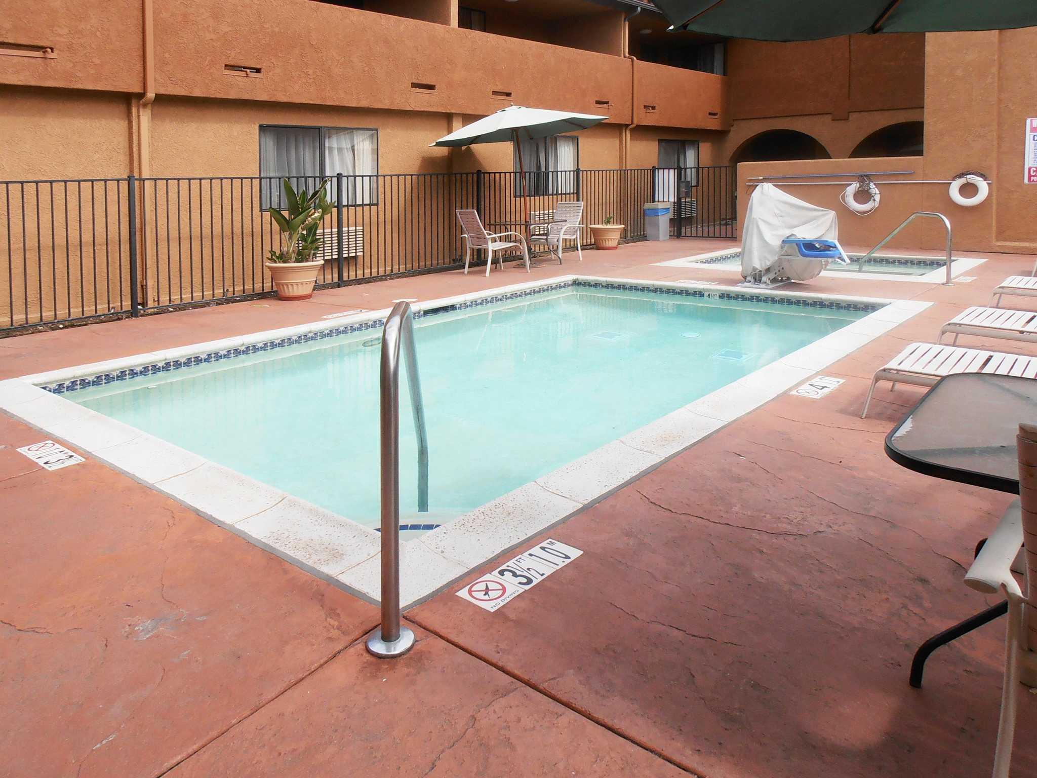 Quality Inn & Suites Oceanside Near Camp Pendleton image 8