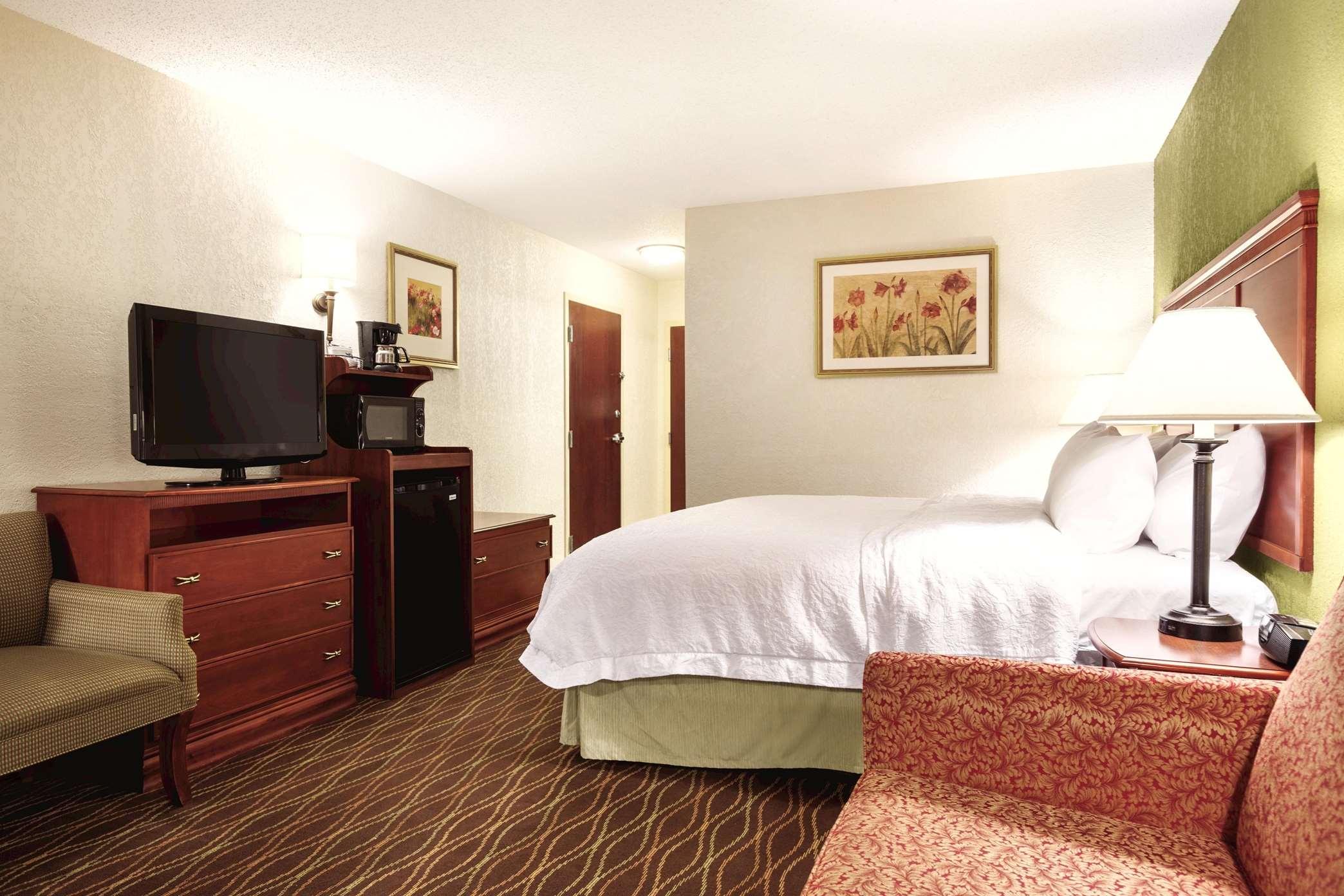 Hampton Inn & Suites Greenfield image 32