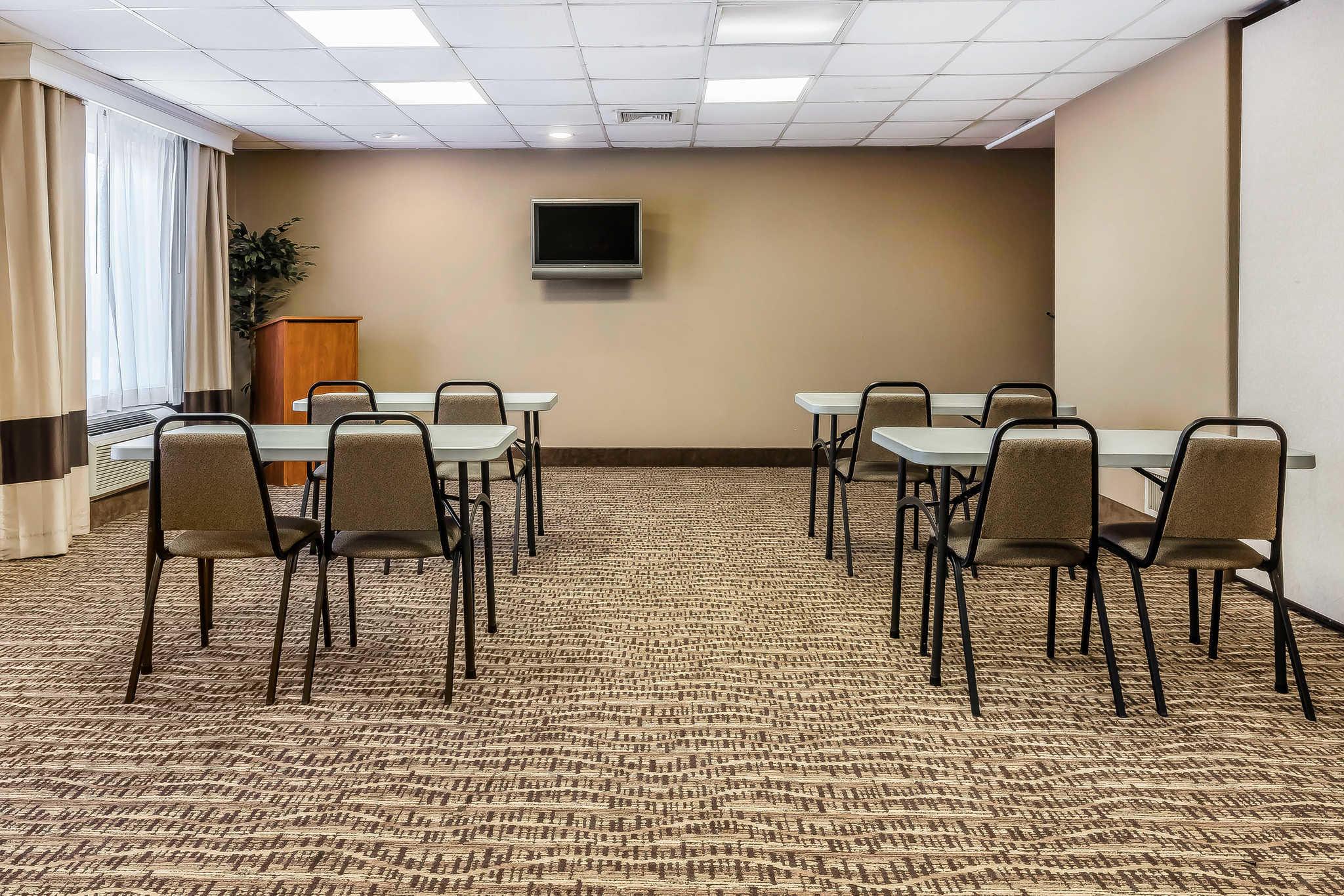 Comfort Inn & Suites Airport-American Way image 30