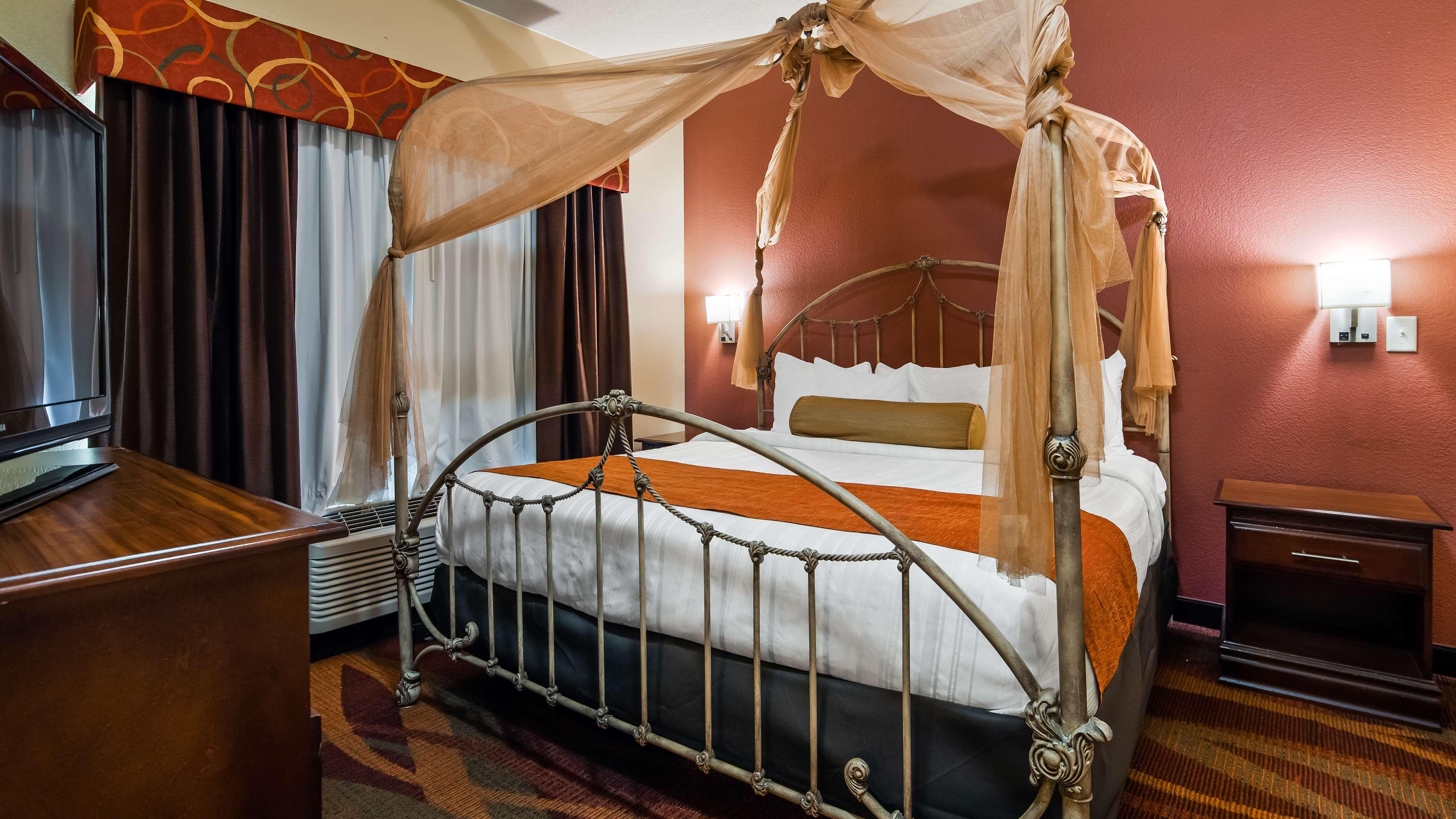 Best Western Plus Fort Wayne Inn & Suites North image 8