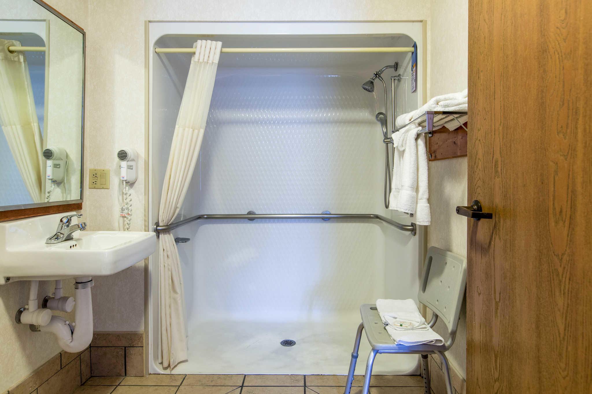 Quality Inn & Suites University image 28