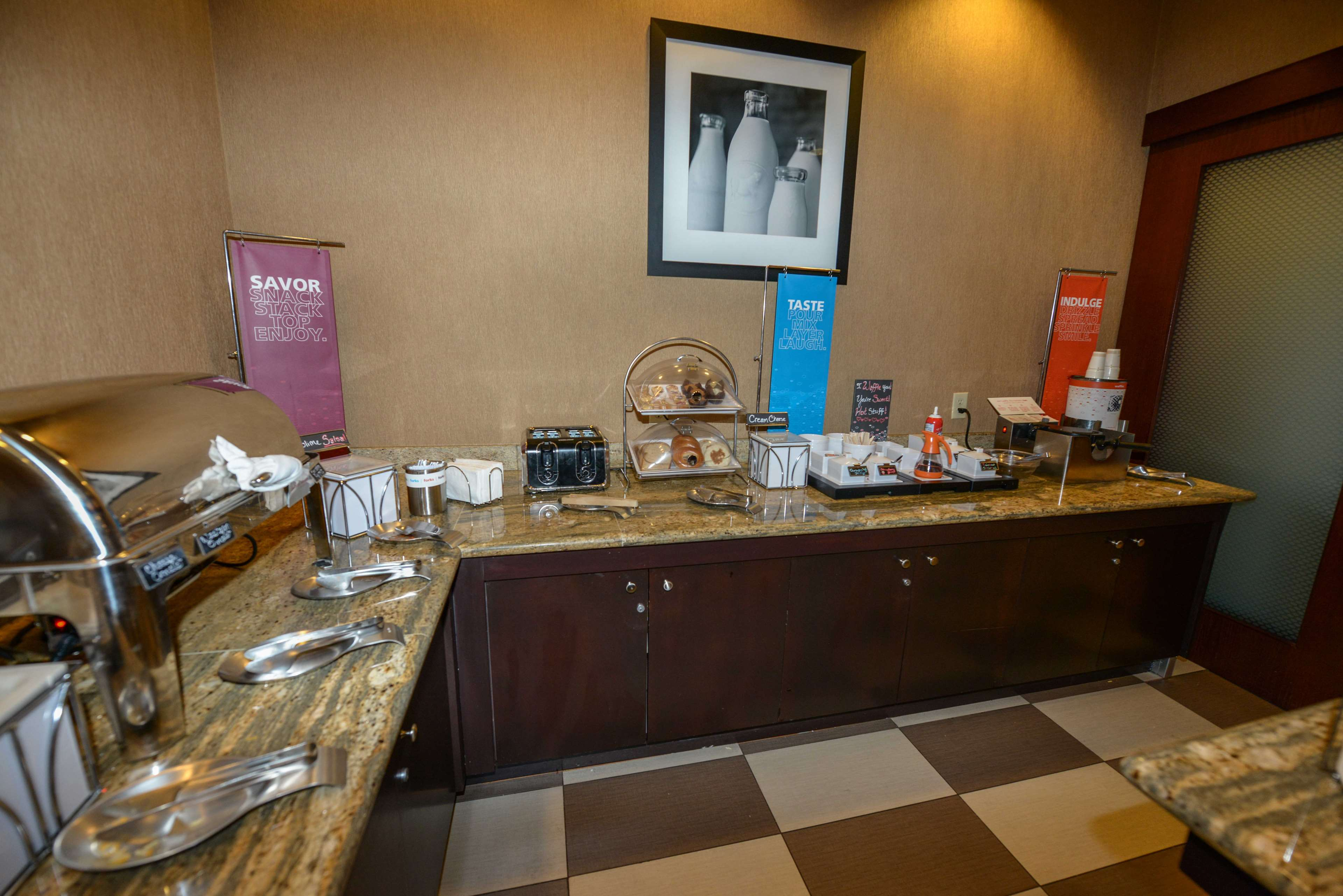 Hampton Inn & Suites Bremerton image 15