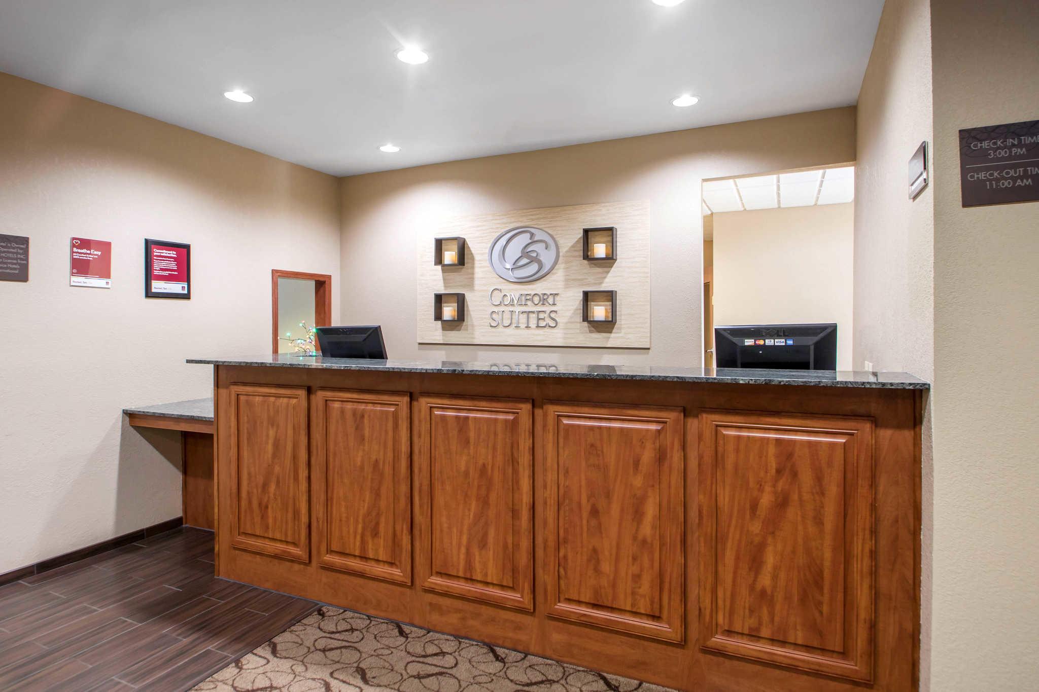 Comfort Suites Johnson Creek Conference Center image 2
