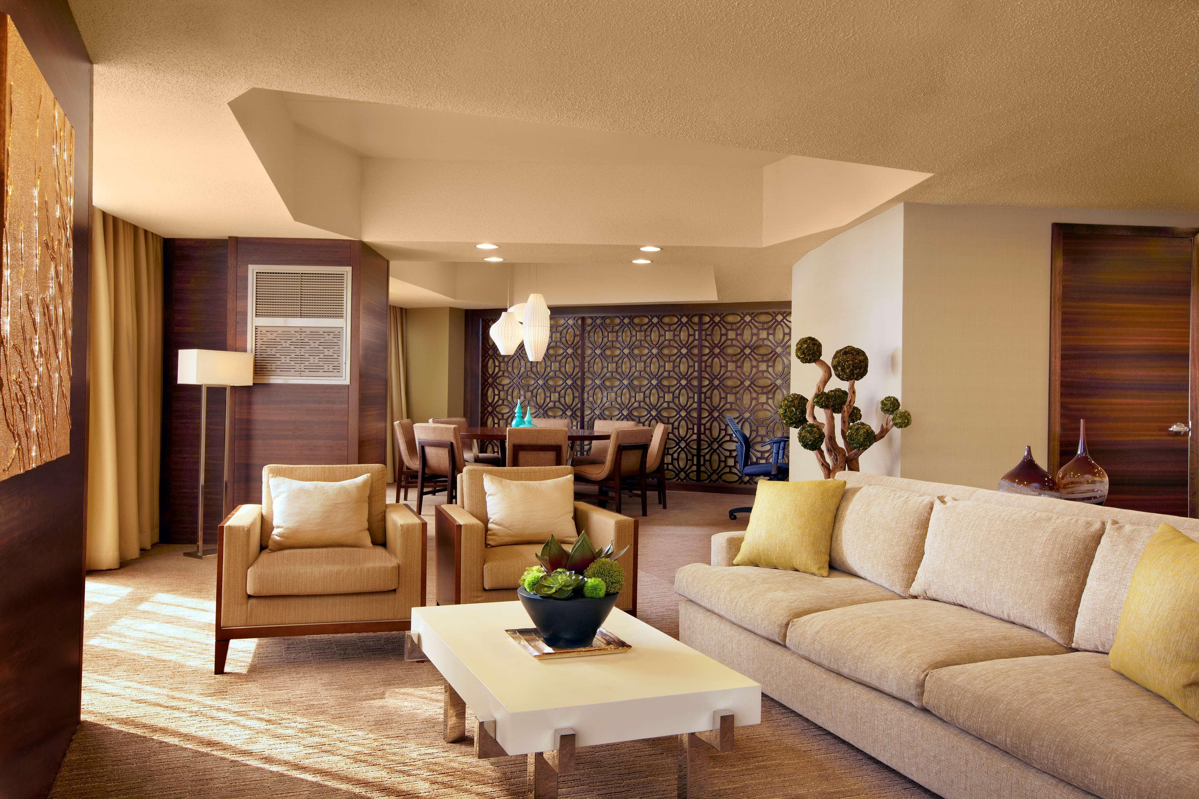 The Westin Bonaventure Hotel & Suites, Los Angeles image 7