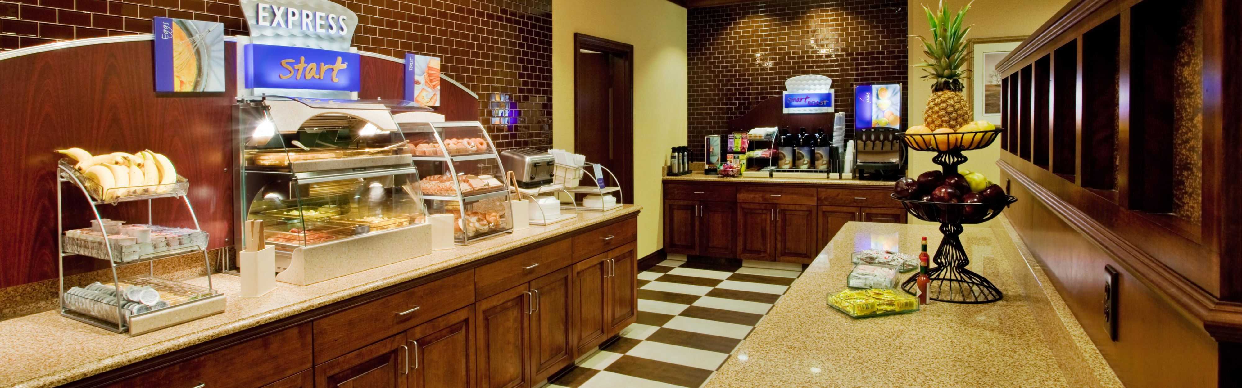 Holiday Inn Express & Suites Wilmington-Newark image 3