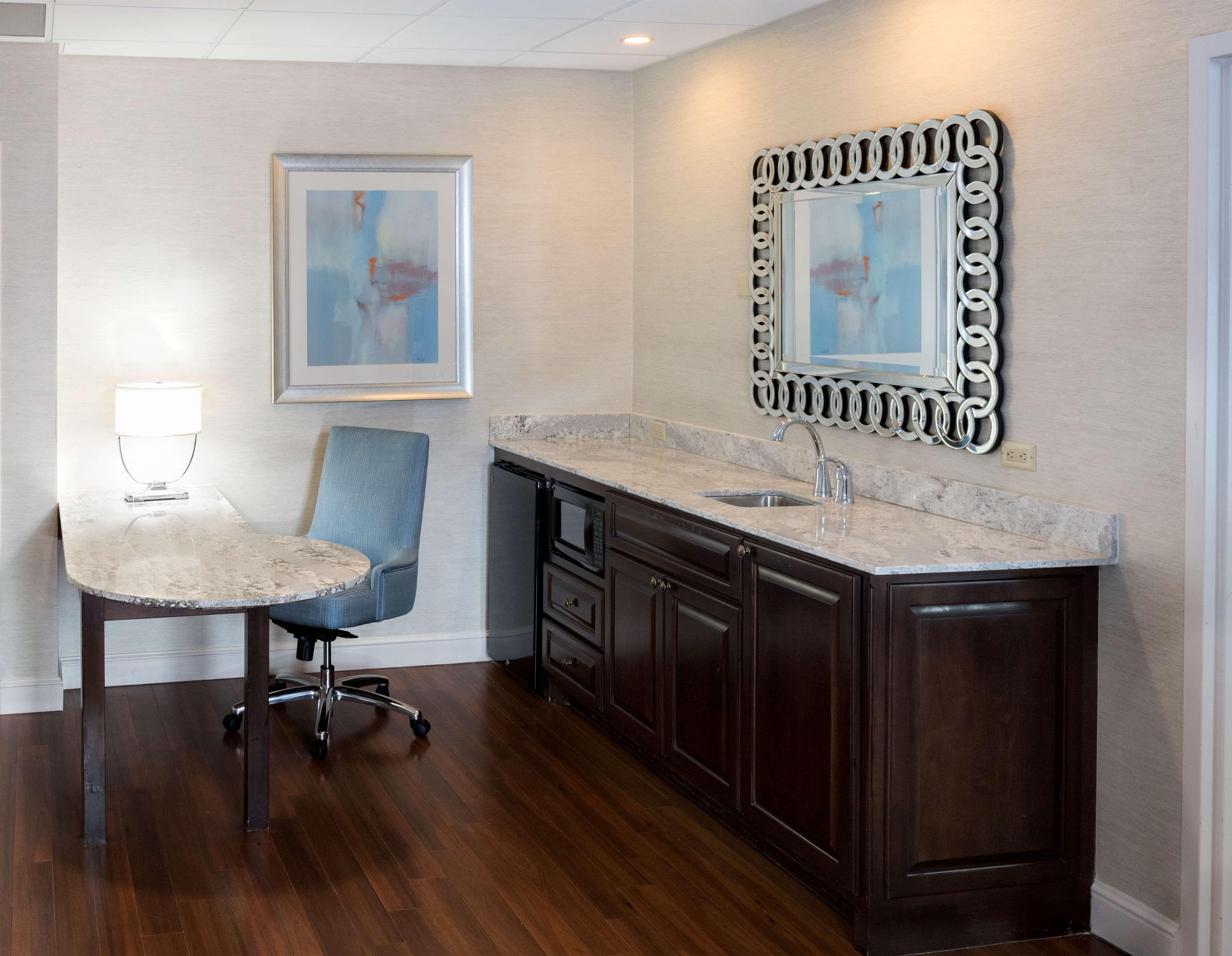 Hampton Inn & Suites Charlotte/South Park at Phillips Place image 27