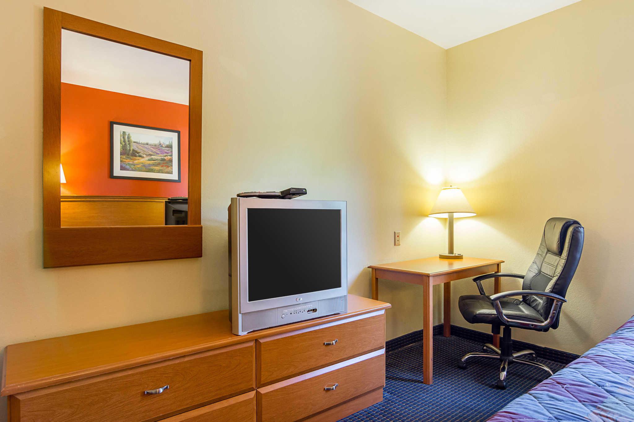 Econo Lodge Inn & Suites Pritchard Road North Little Rock image 9