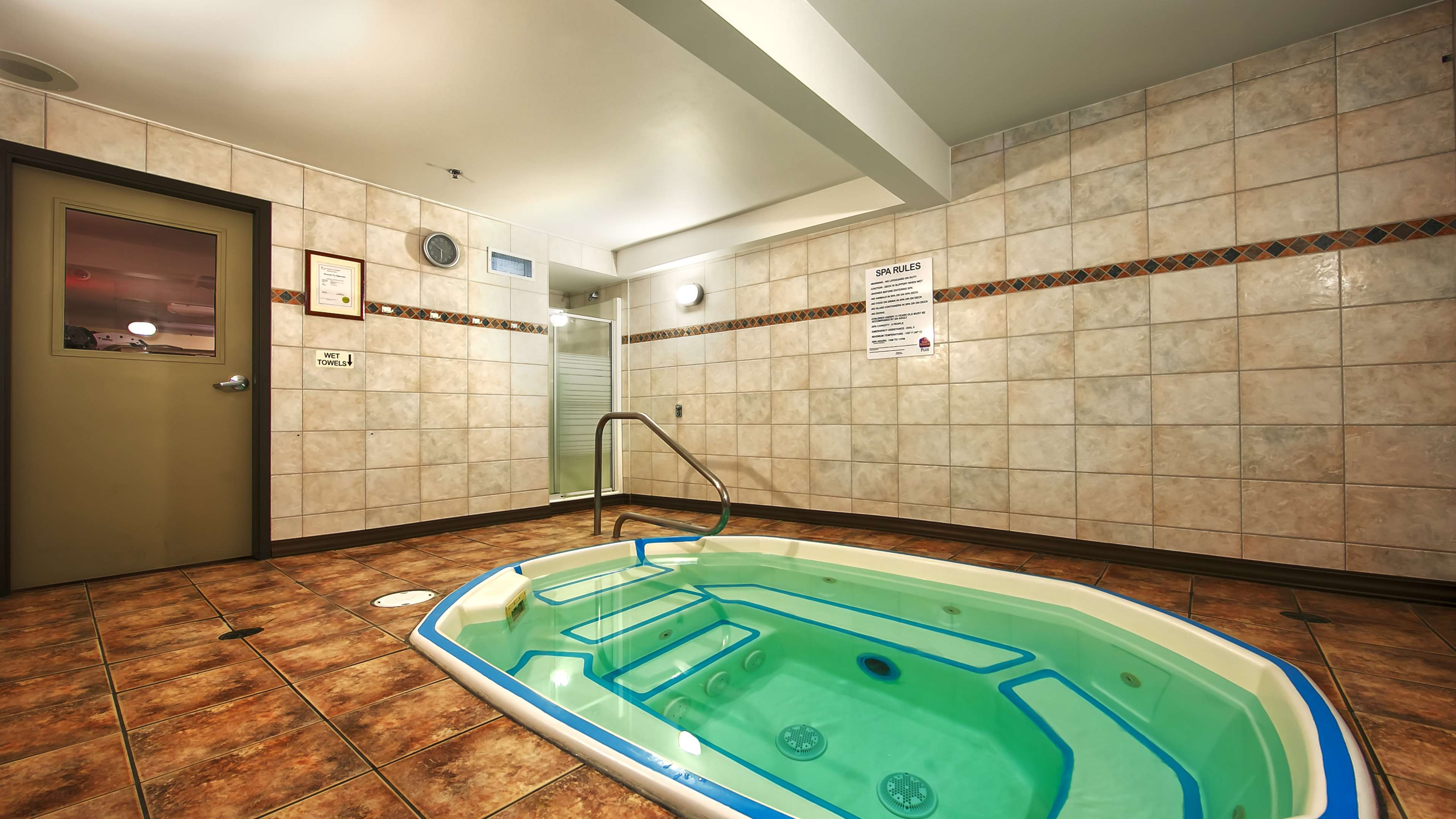 Best Western Plus Baker Street Inn & Convention Centre in Nelson: Hot Tub