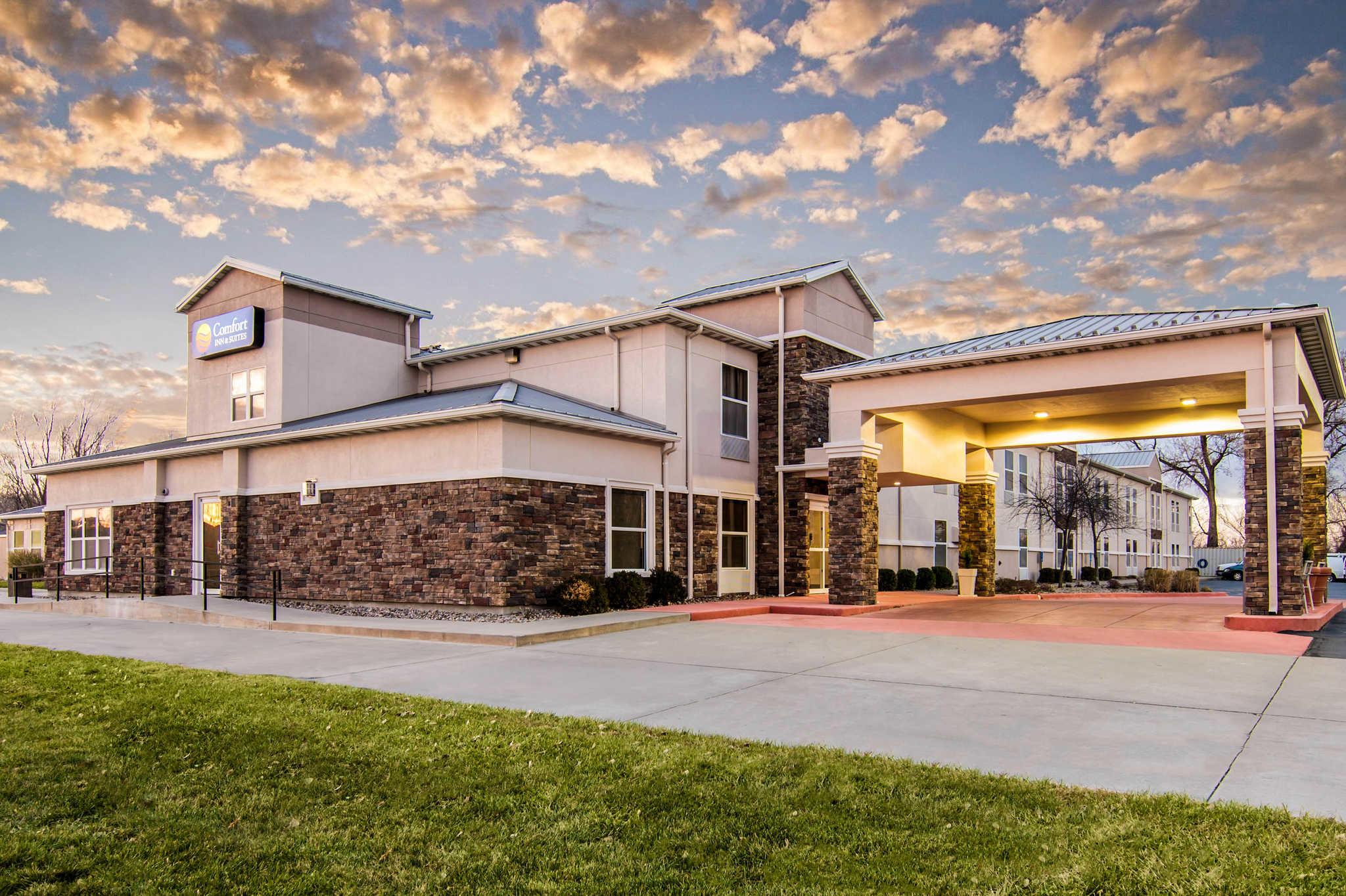 Comfort Inn & Suites Junction City - near Fort Riley image 0