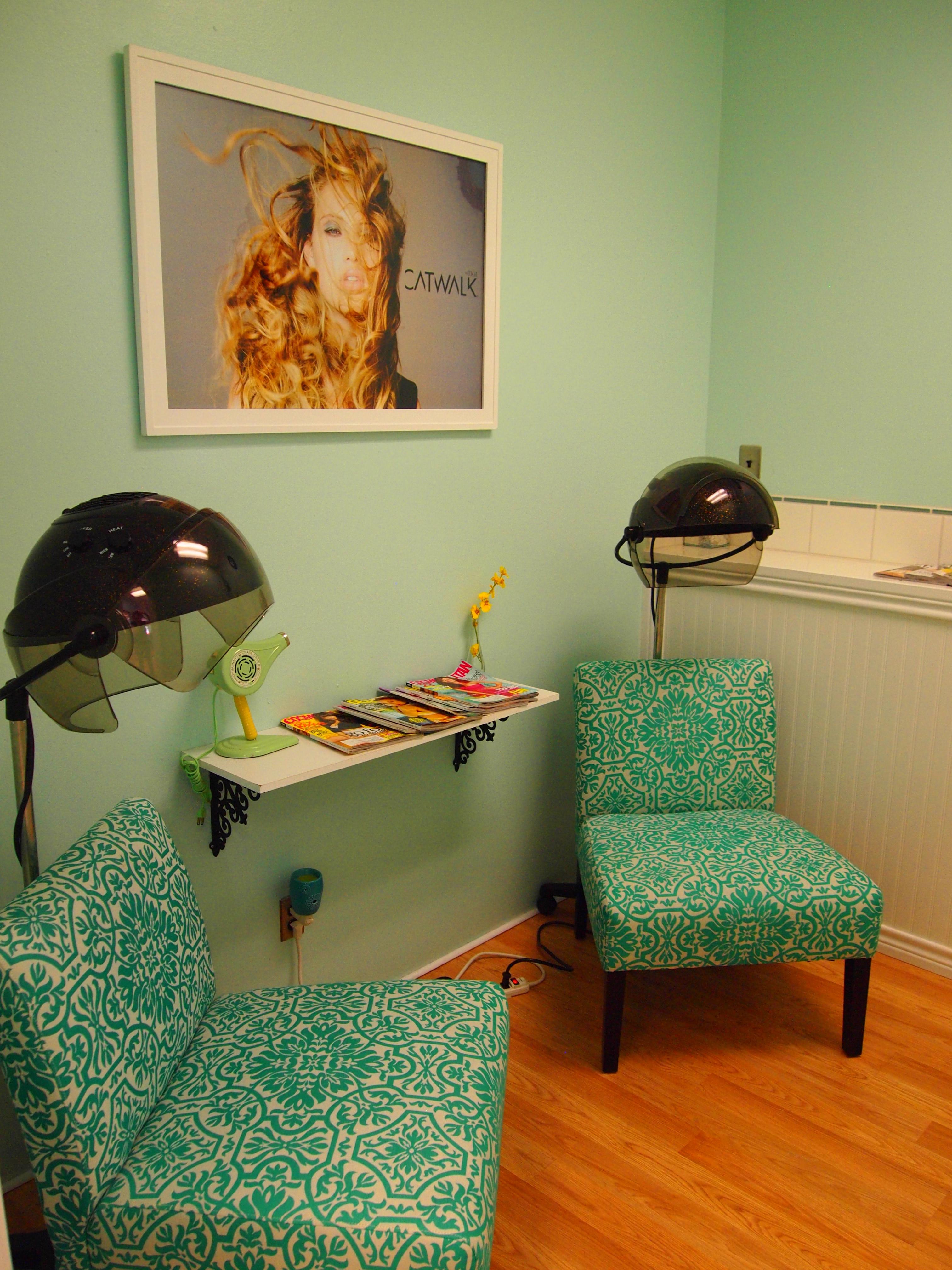 Bettie Bangs Salon image 43