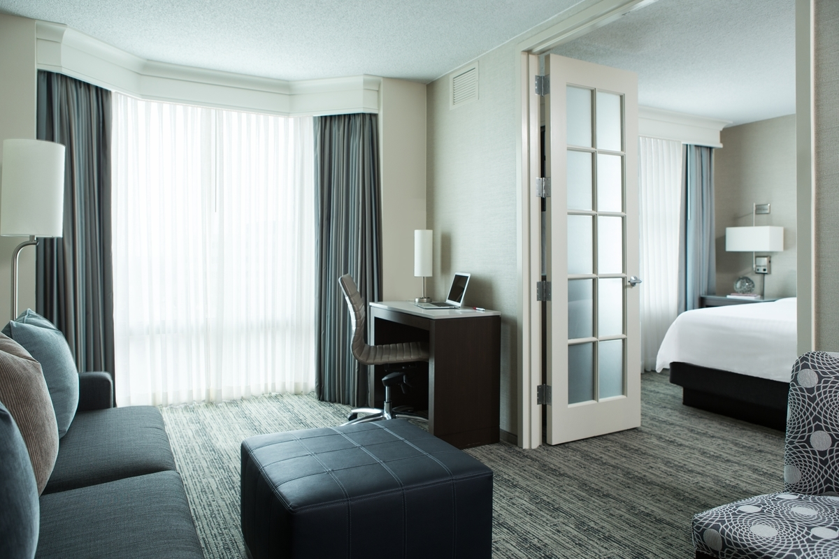Chicago Marriott Suites Downers Grove image 6