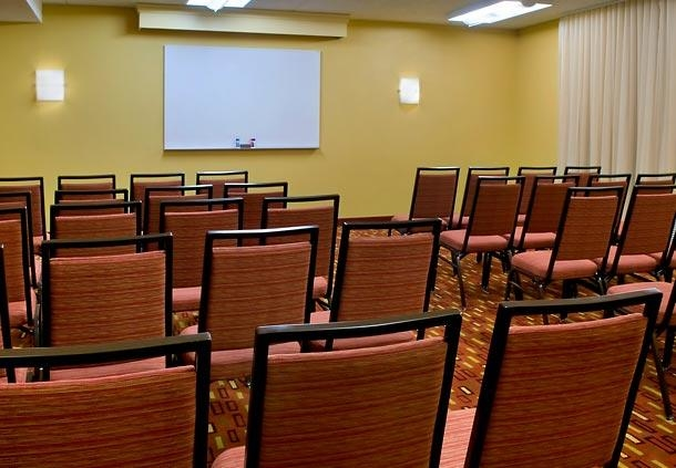 Courtyard by Marriott Lincroft Red Bank image 11