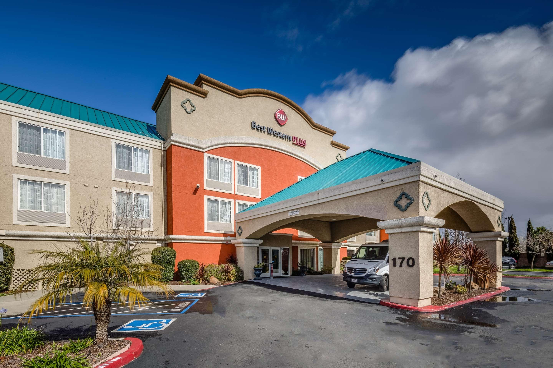 Best Western Plus Airport Inn & Suites image 1