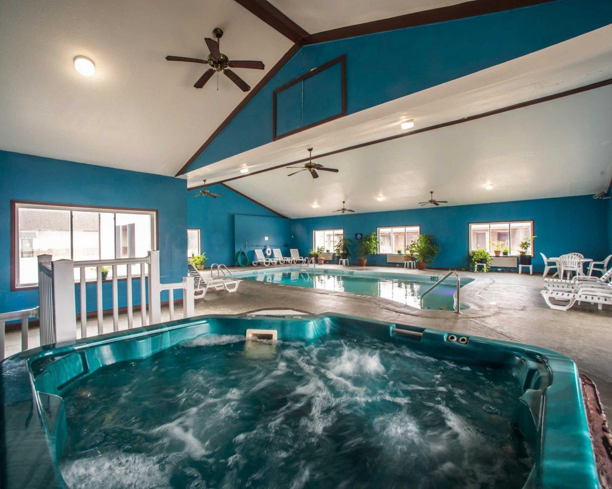 Econo Lodge Inn & Suites image 36