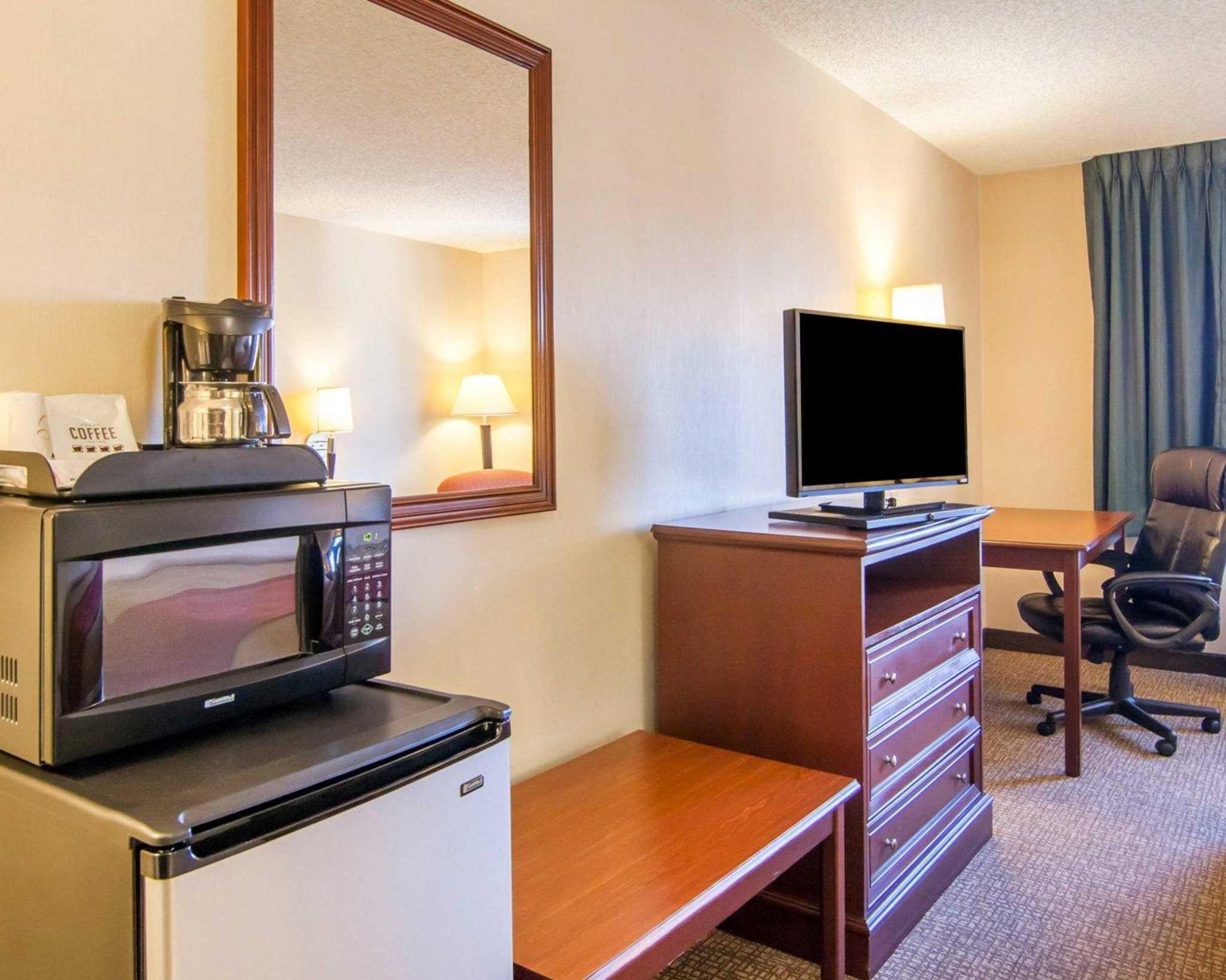 Comfort Inn North image 7