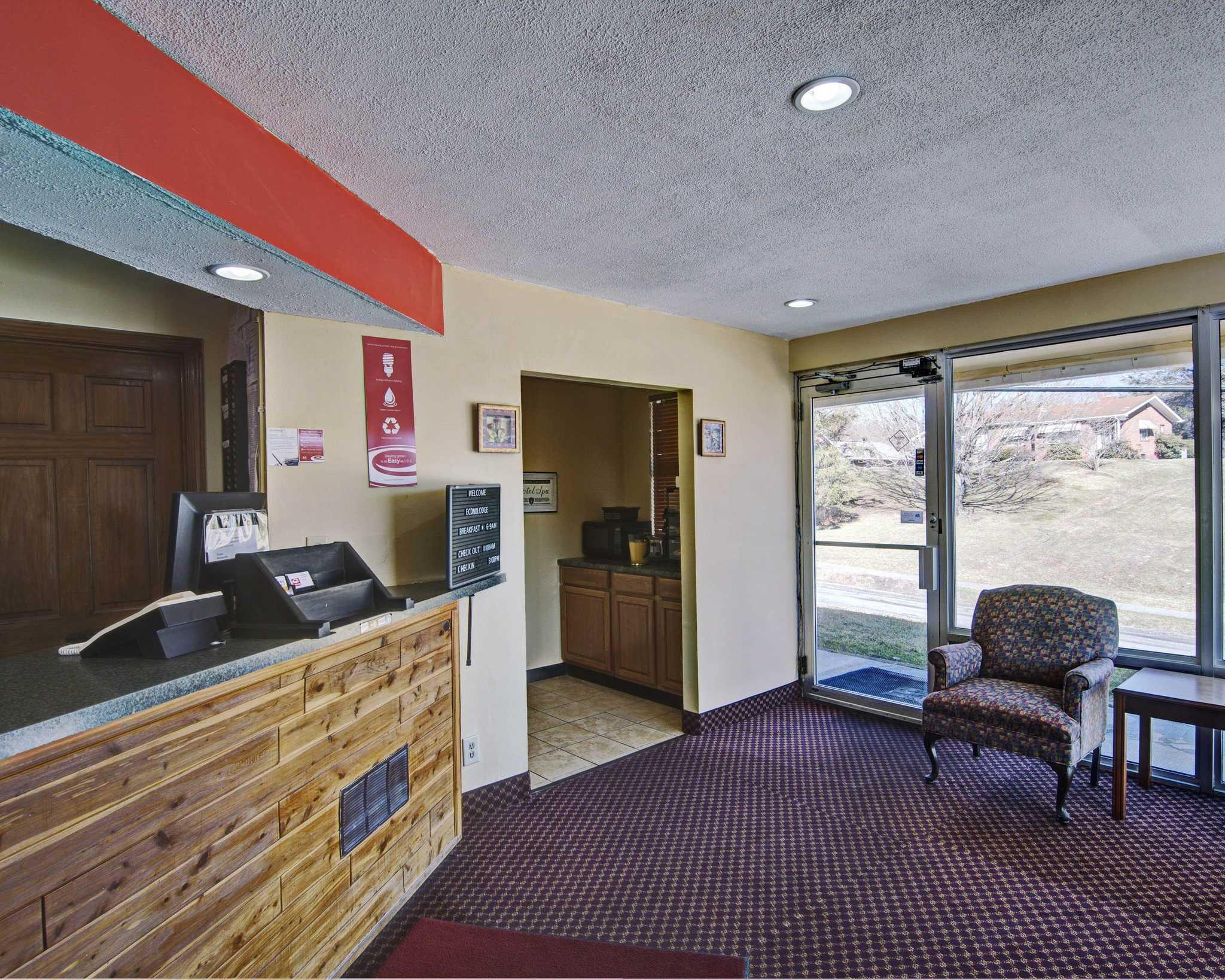 Econo Lodge Near Bluefield College image 5