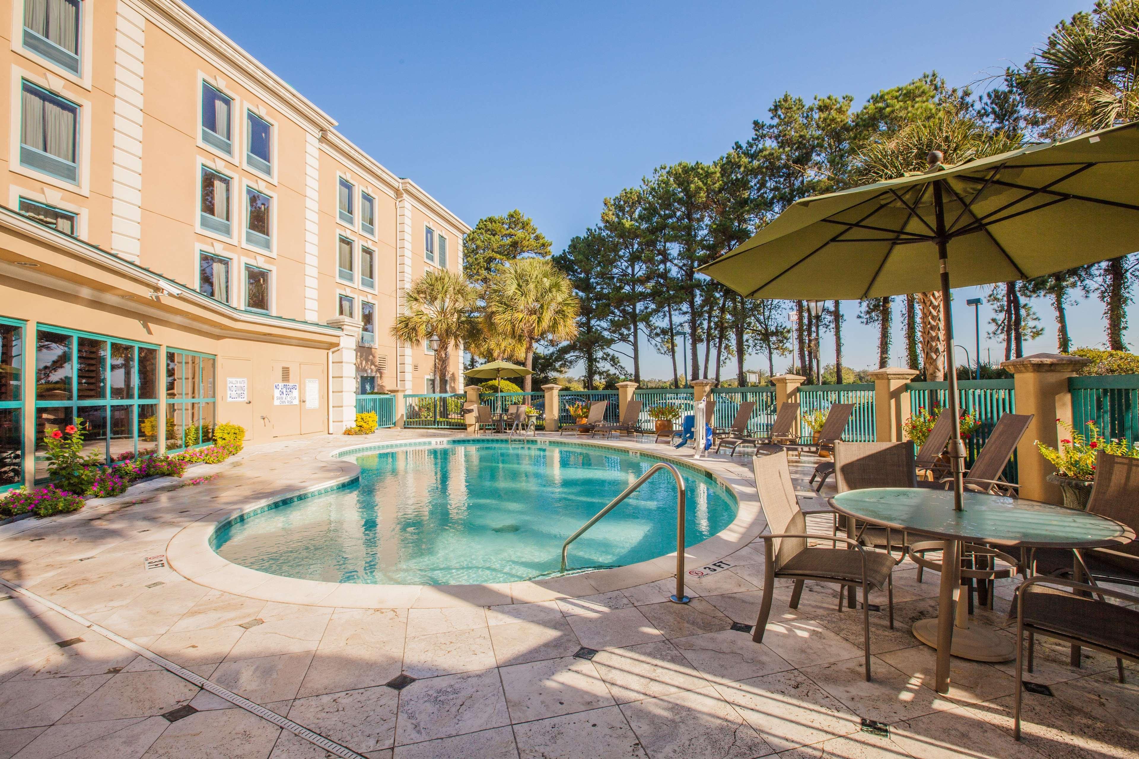 Hampton Inn Charleston-North image 4