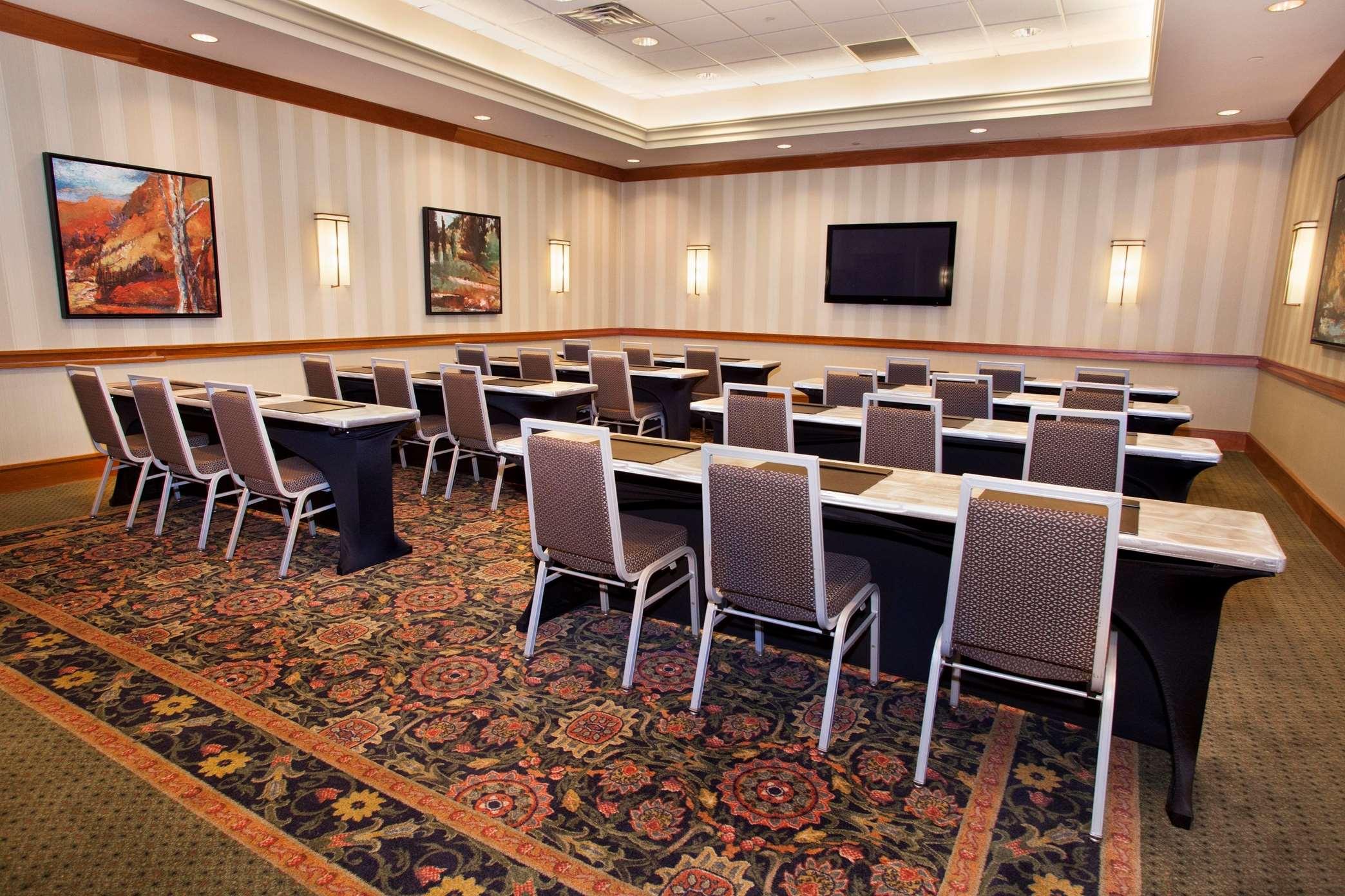 Hilton Chicago/Oak Brook Suites image 8