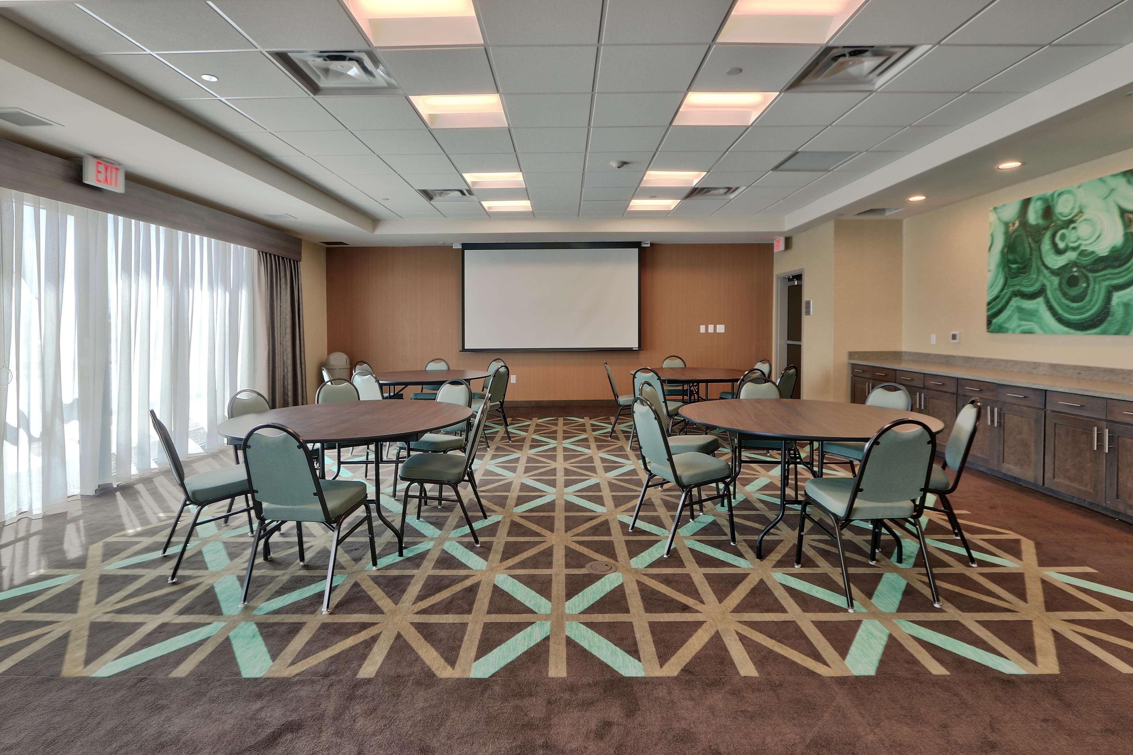 Hampton Inn & Suites Artesia image 6