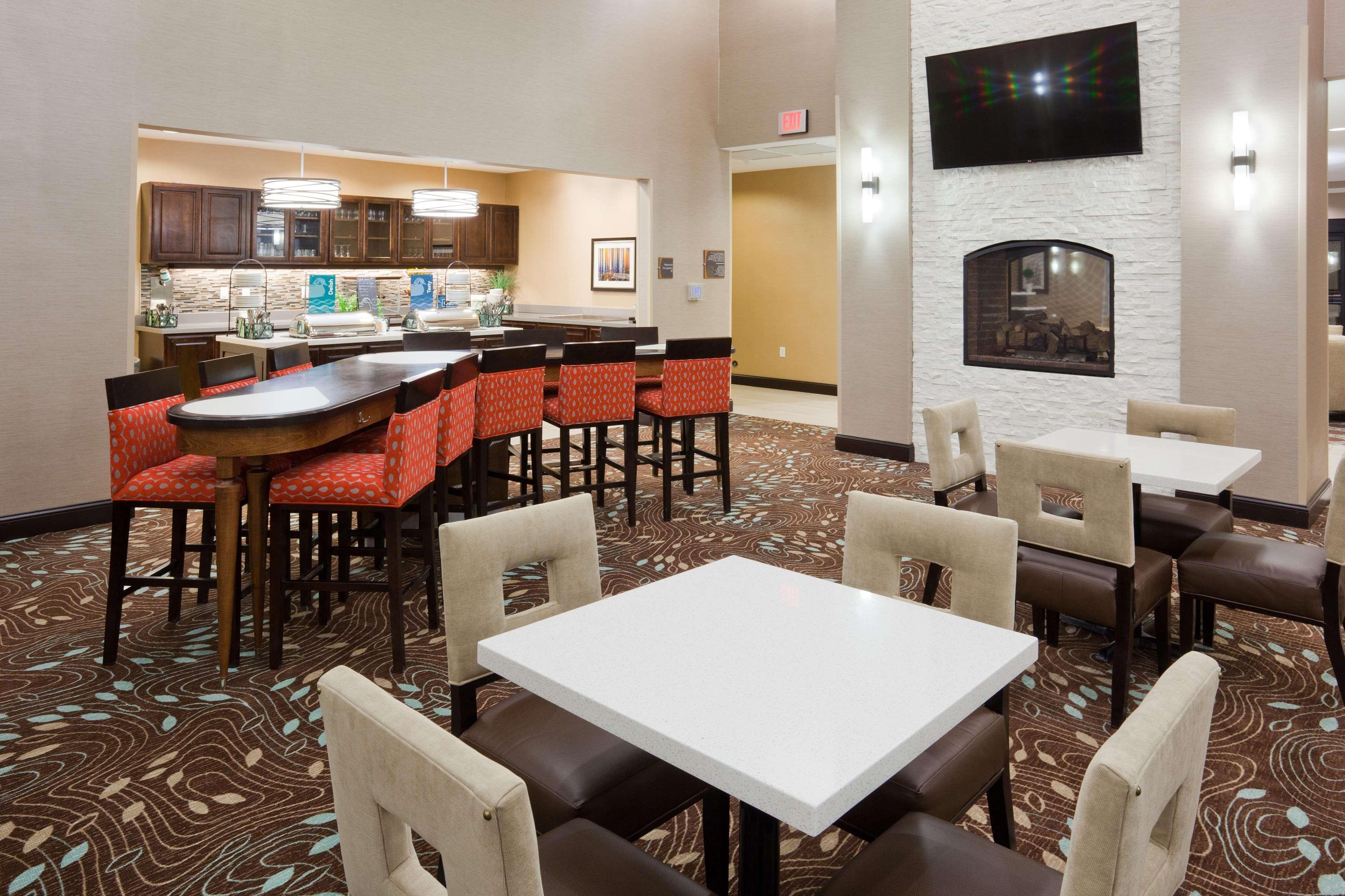 Homewood Suites by Hilton Davenport image 7
