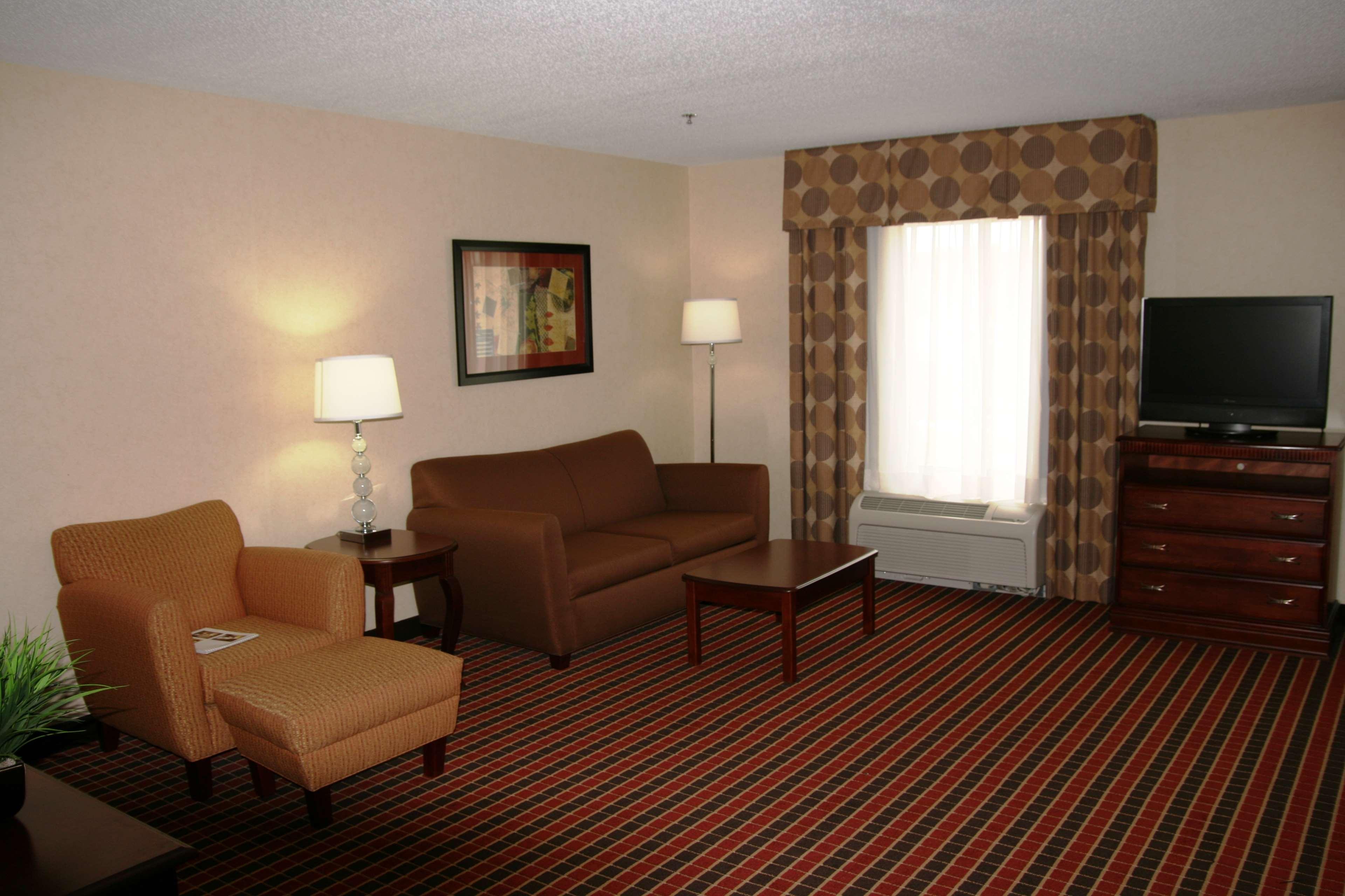 Hampton Inn & Suites Dayton-Airport image 35