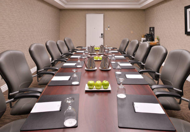 Delta Hotels by Marriott Regina in Regina: Genoa Boardroom