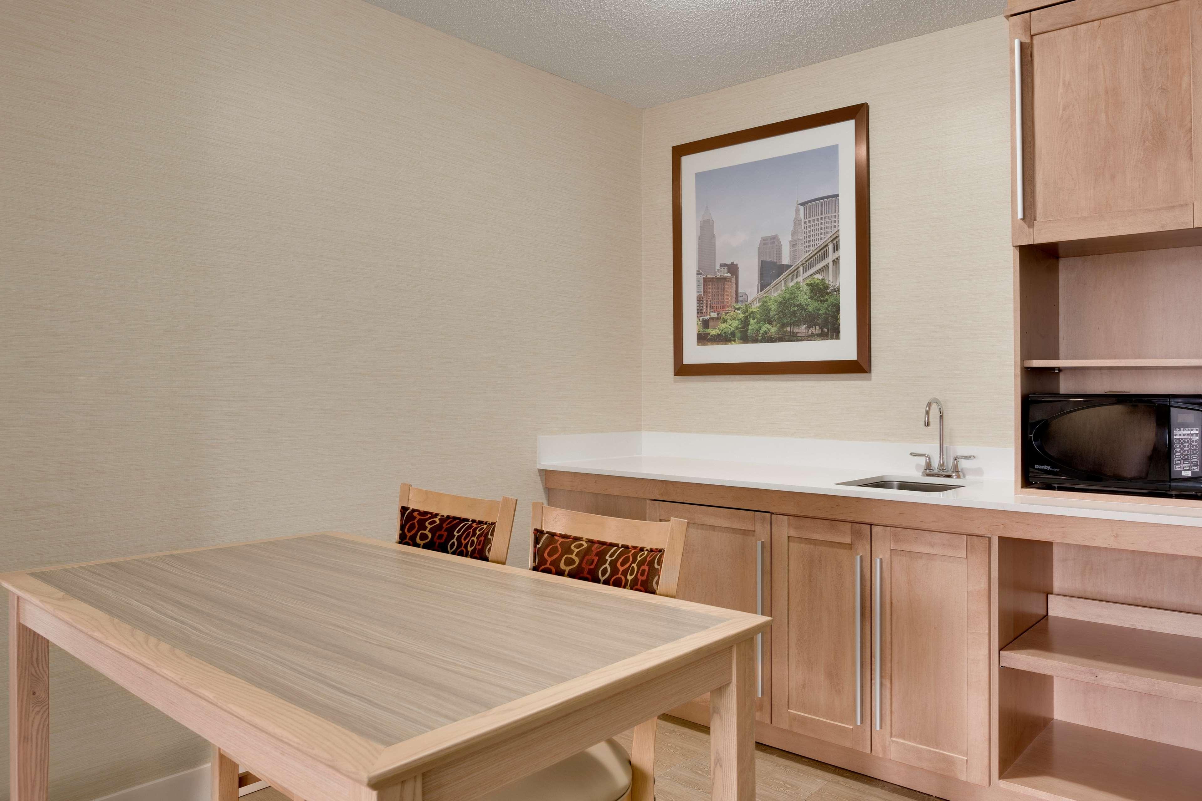 Hampton Inn & Suites Cleveland/Independence image 3