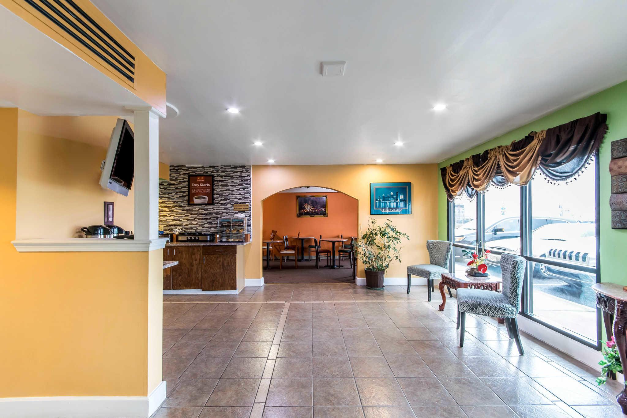 Econo Lodge Inn & Suites I-65 image 25
