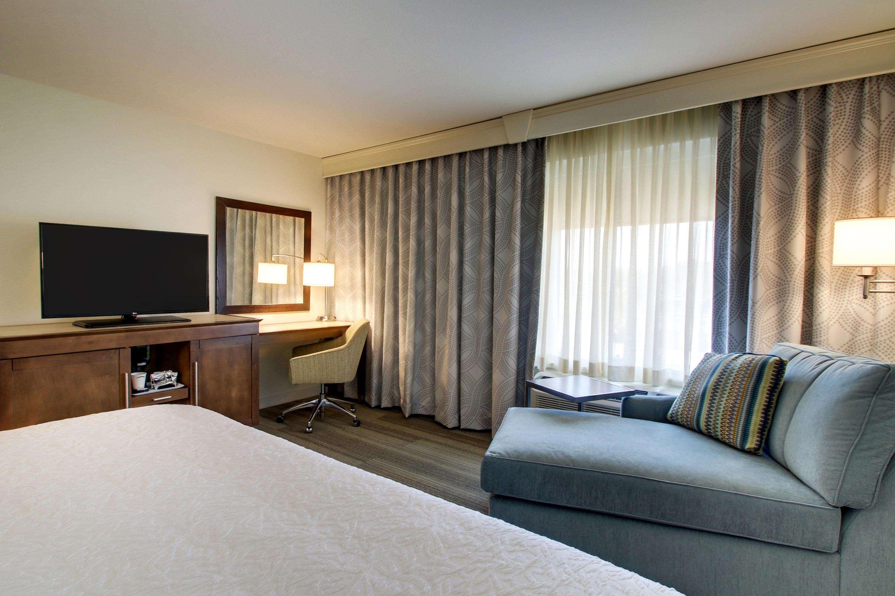 Hampton Inn & Suites Milwaukee West image 30