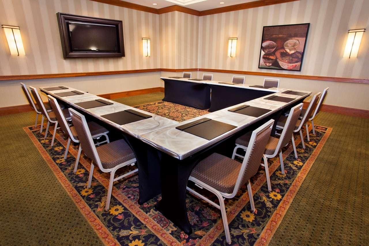 Hilton Chicago/Oak Brook Suites image 32
