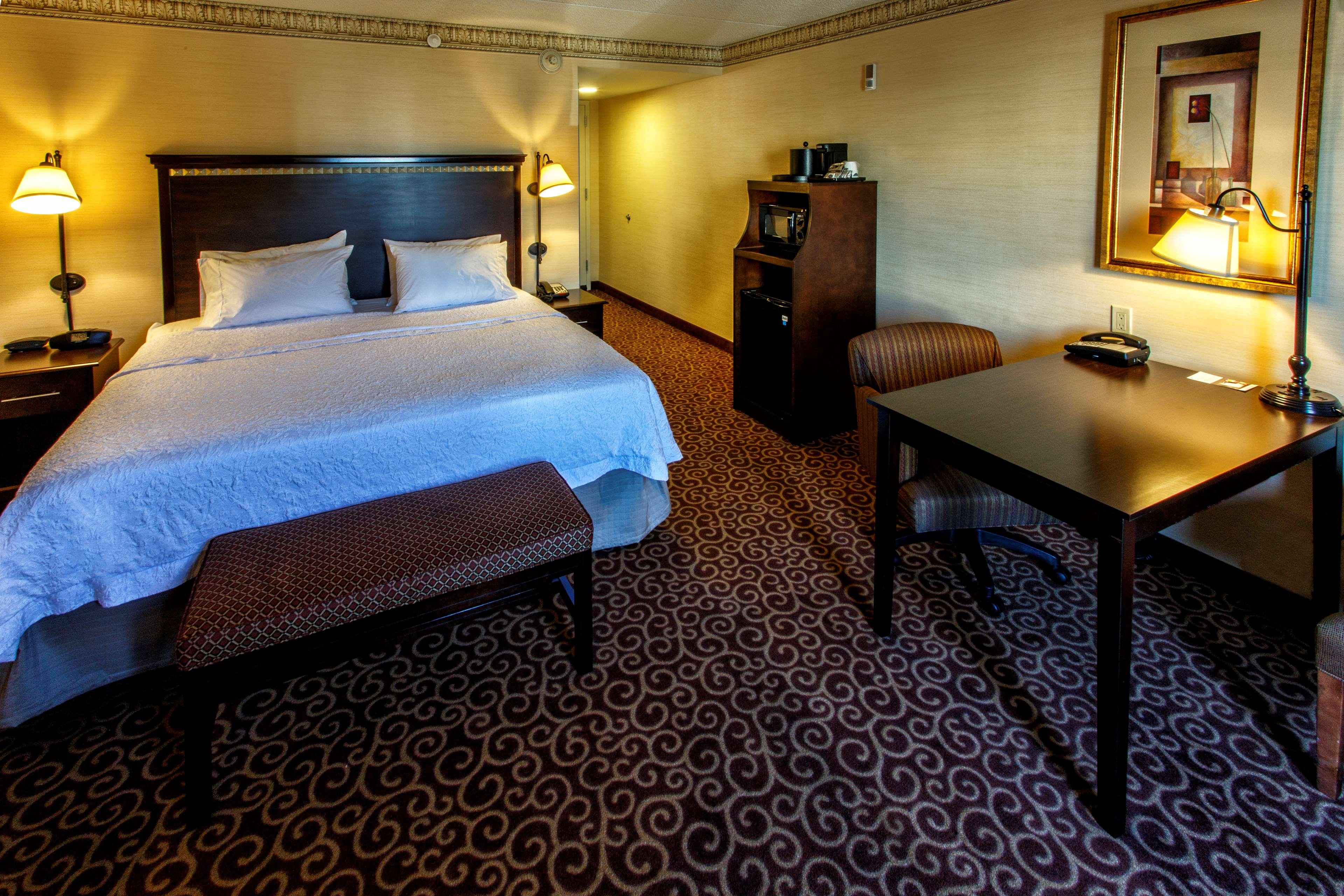 Hampton Inn & Suites Staten Island image 25