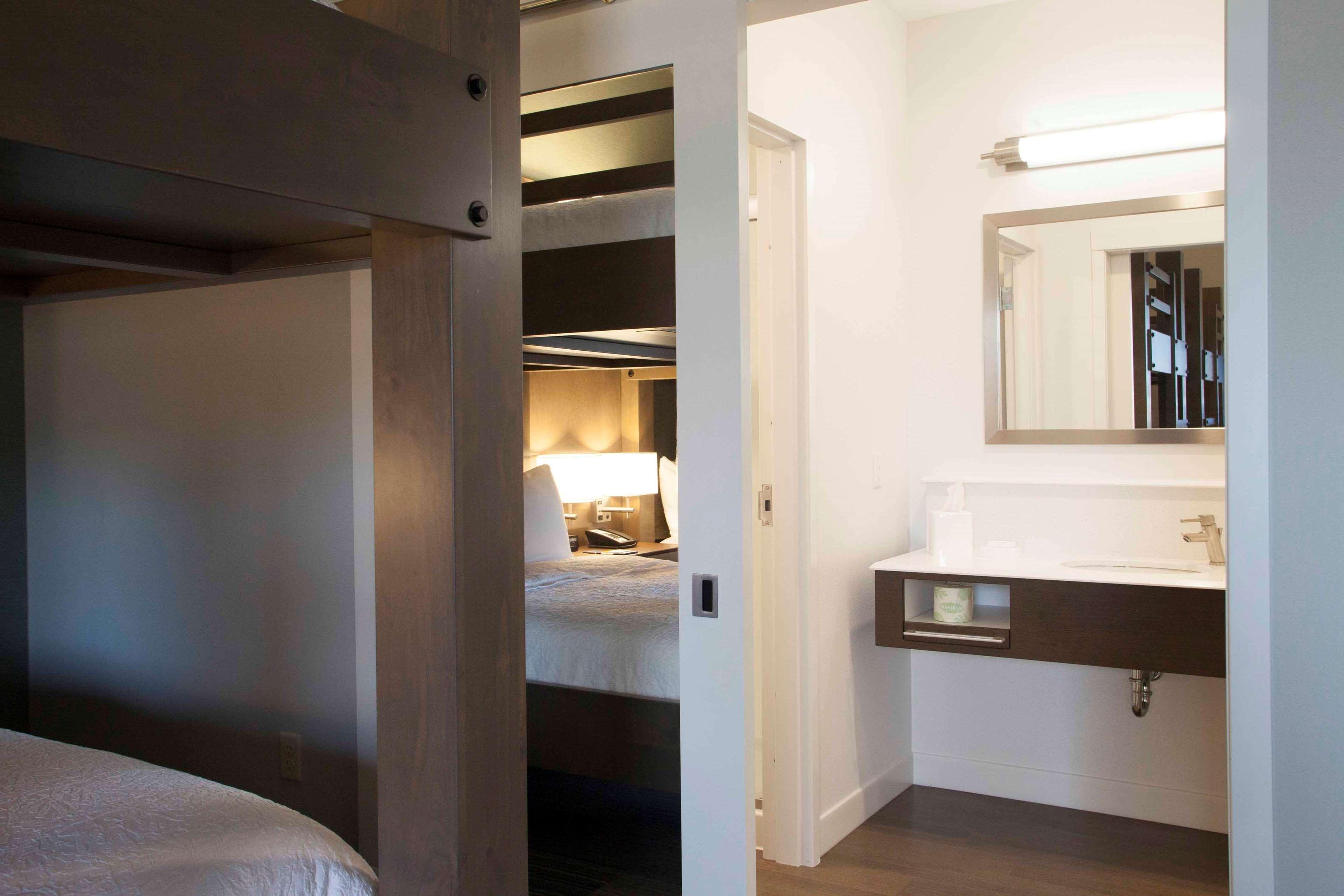 Hampton Inn & Suites Downtown St. Paul image 26