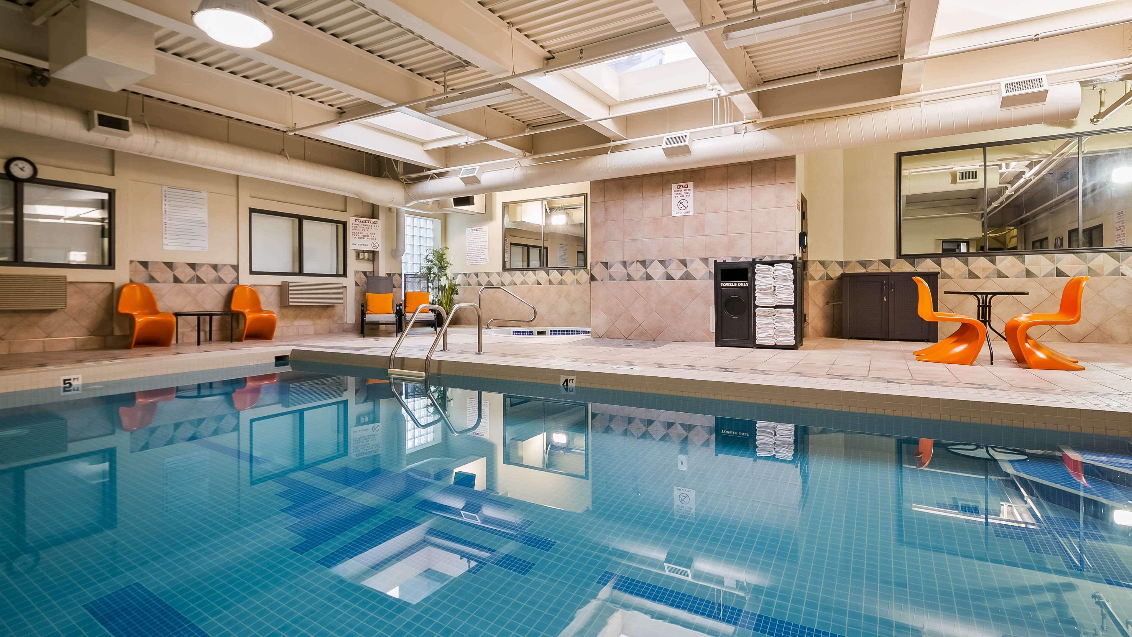 Best Western Airport Inn in Calgary: Indoor Pool