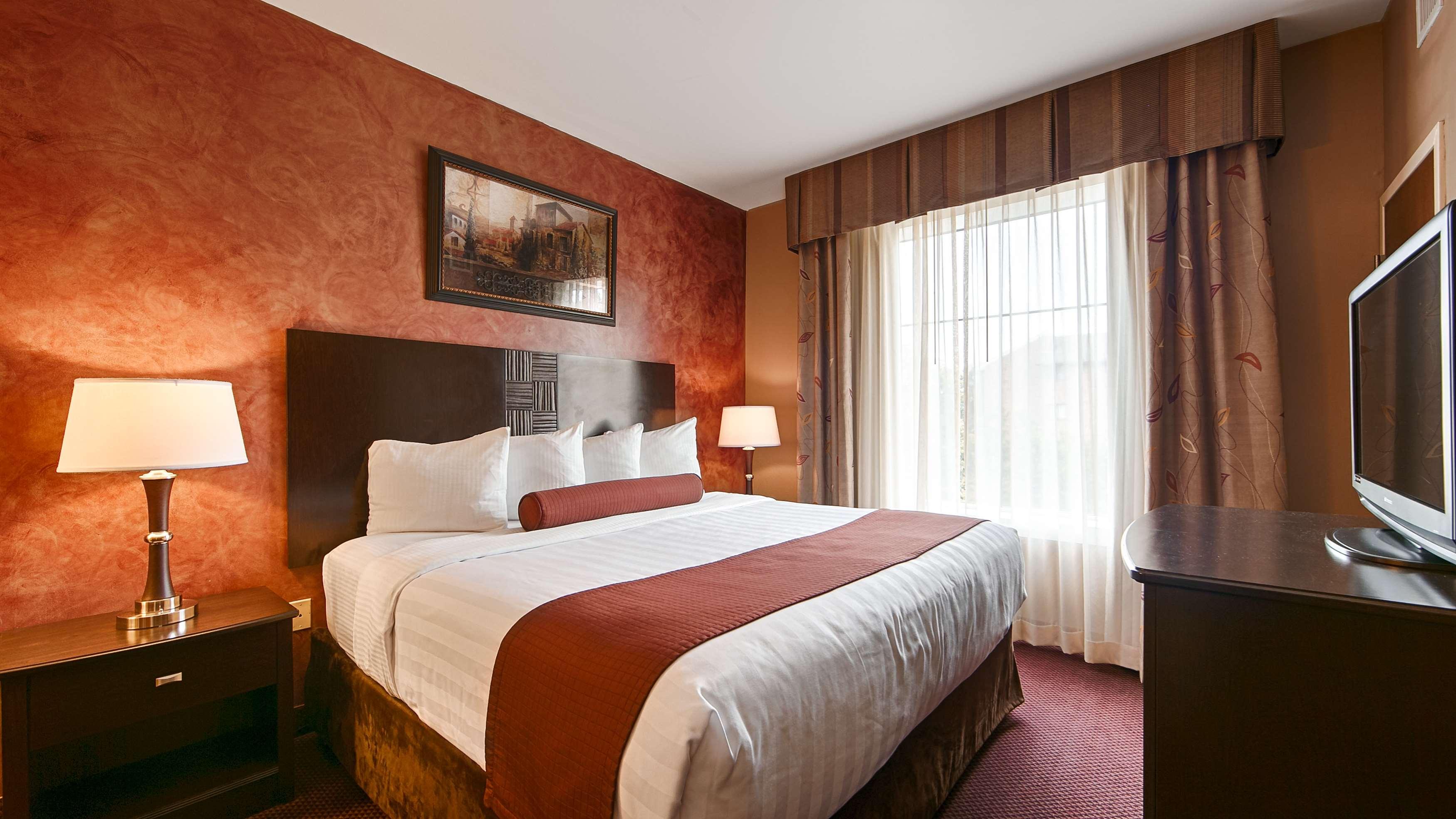 Best Western Plus Hannaford Inn & Suites image 13