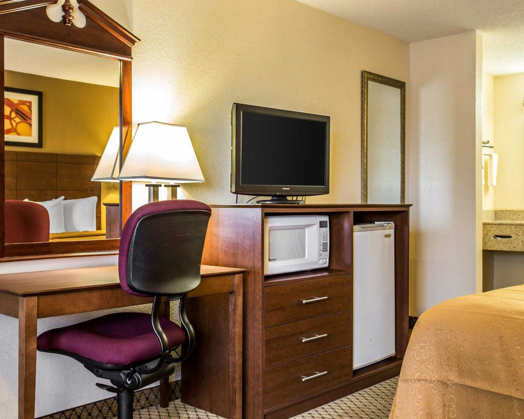 Quality Inn & Suites Southlake image 8