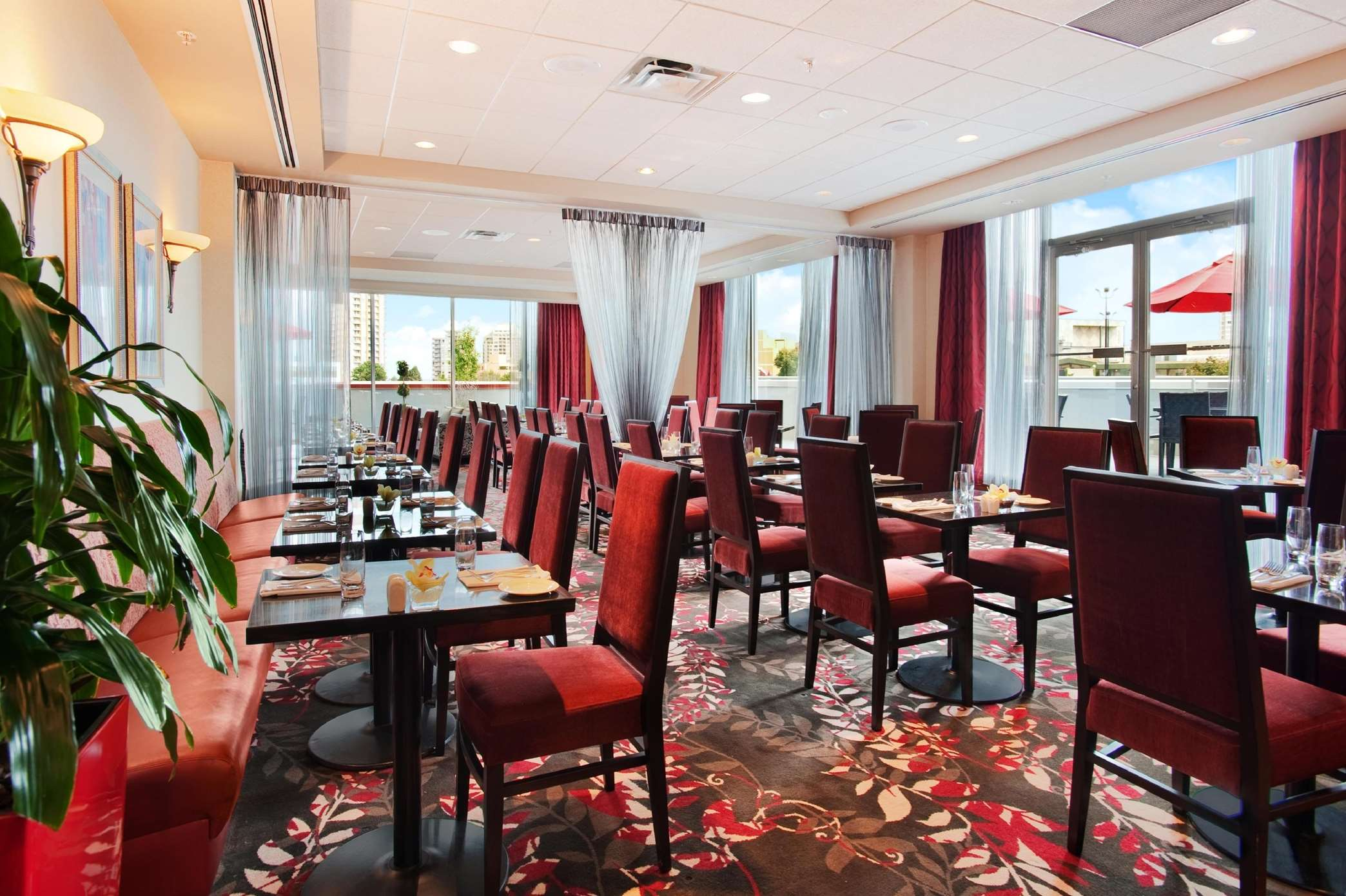 Hilton Vancouver Metrotown in Burnaby: Reflect Soicla Dining & Lounge