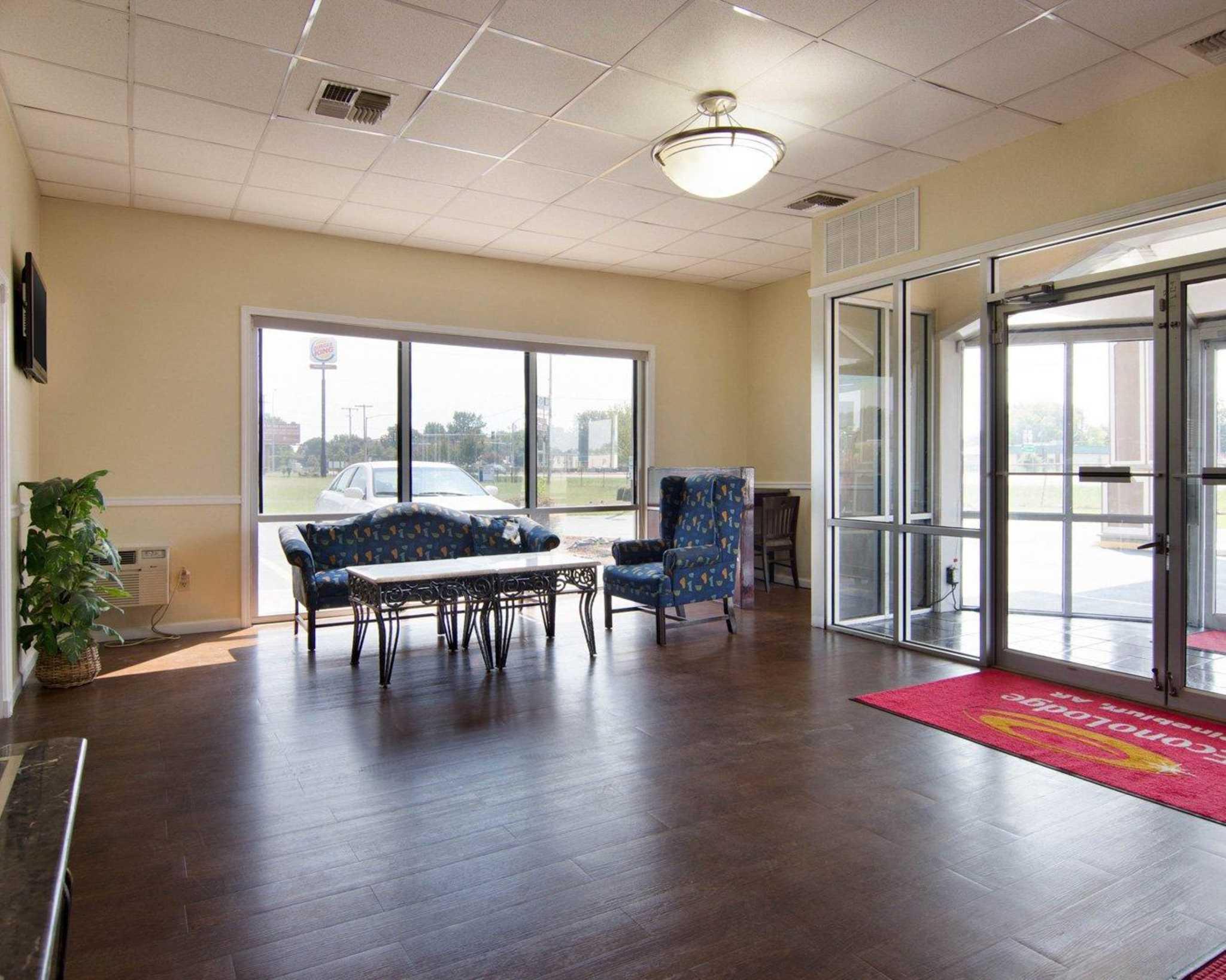Econo Lodge image 19