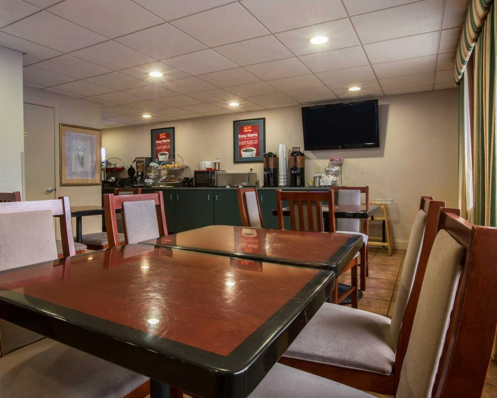 Econo Lodge Inn & Suites at Fort Benning image 23
