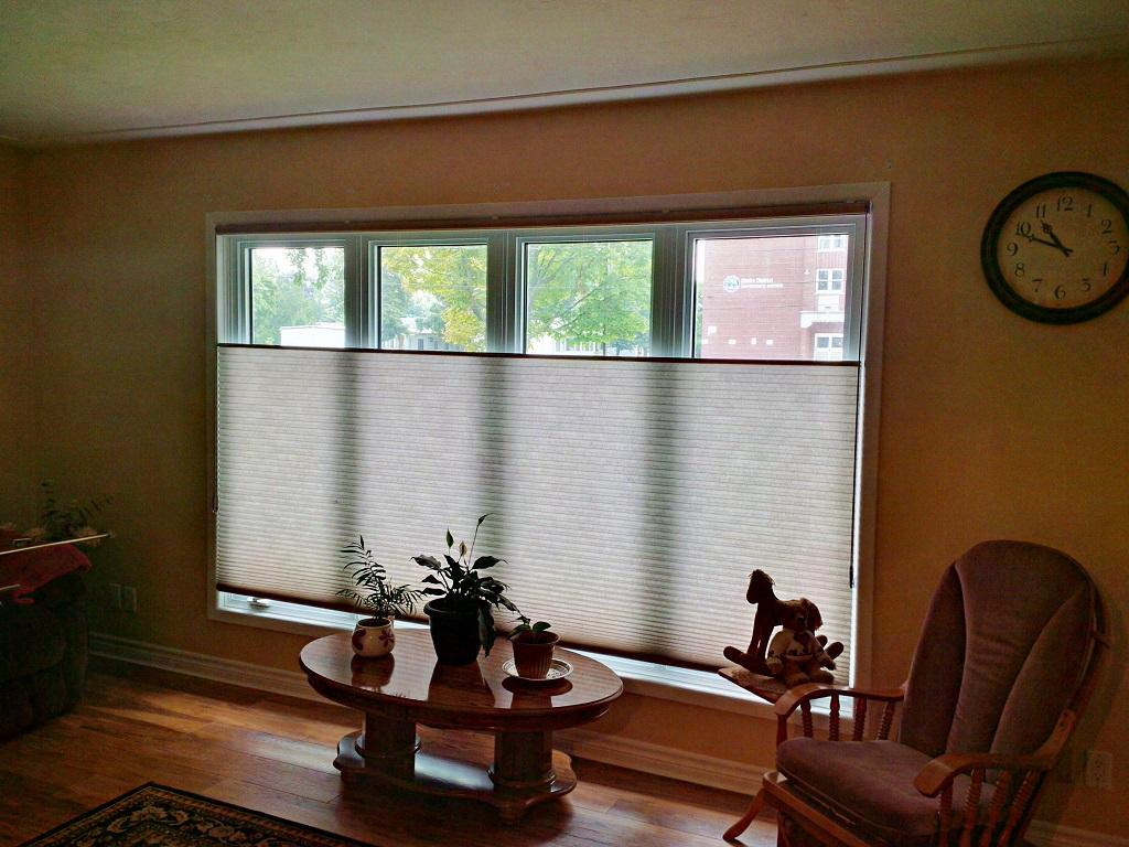 Budget Blinds à Waterloo: We often find that the best way to balance the need for privacy while maintaining light is to actually cover the bottom portion of the window. No product has more ways to do this than cellular shades. With a bottom-up/top-down cellular shades you can cover the bottom portion of the window or the top portion. You can cover the entire window, or you can draw all the fabric up to the top of the window.