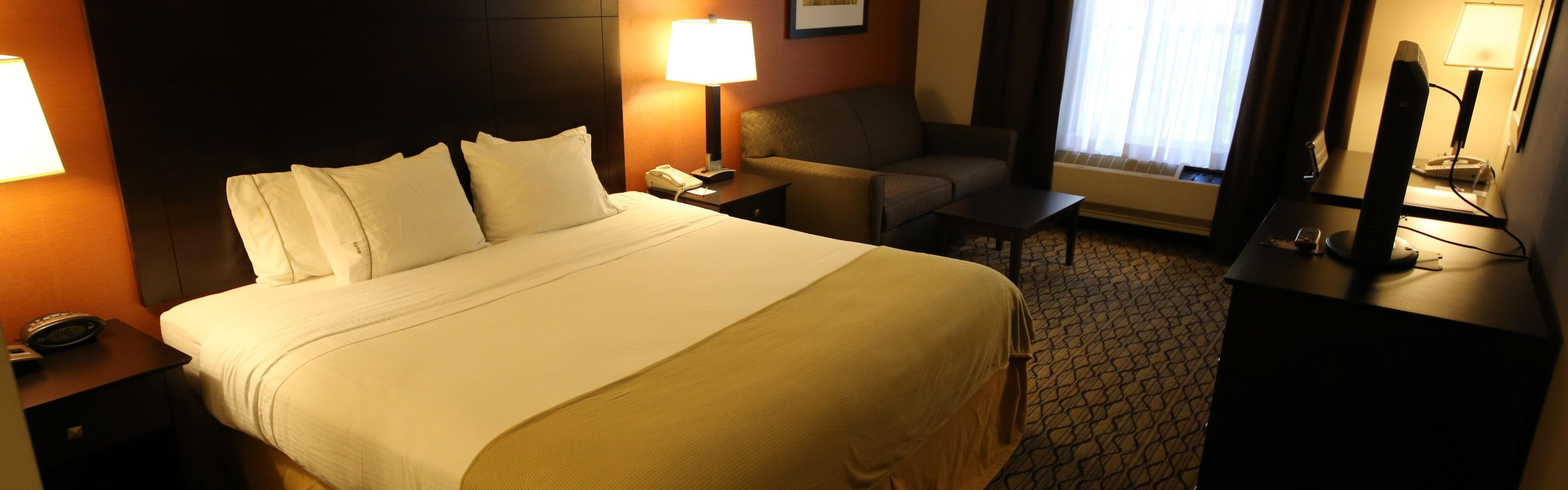 Holiday Inn Express & Suites Danbury - I-84 image 1