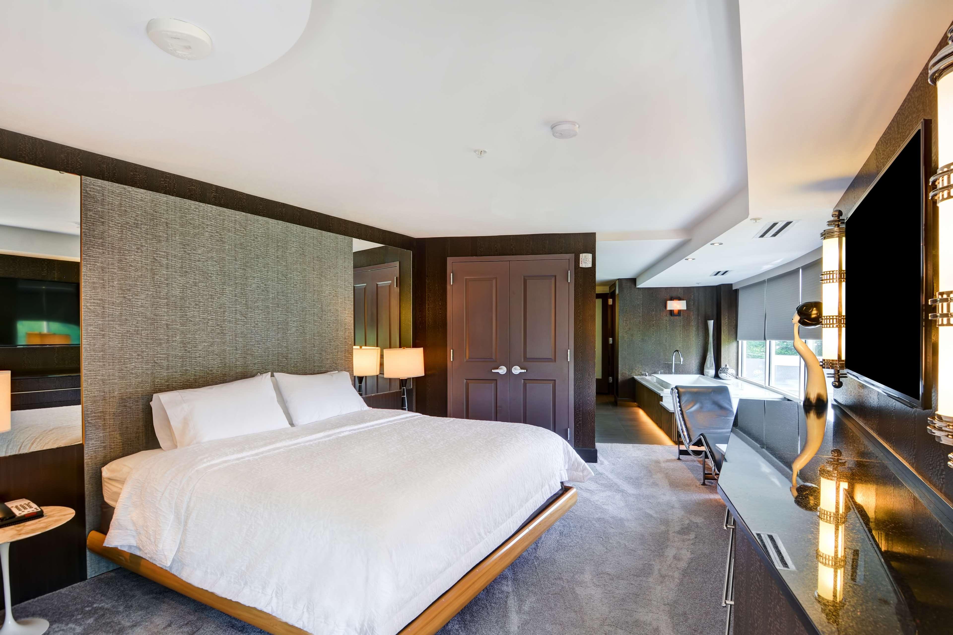 Hampton Inn & Suites Raleigh/Crabtree Valley image 32
