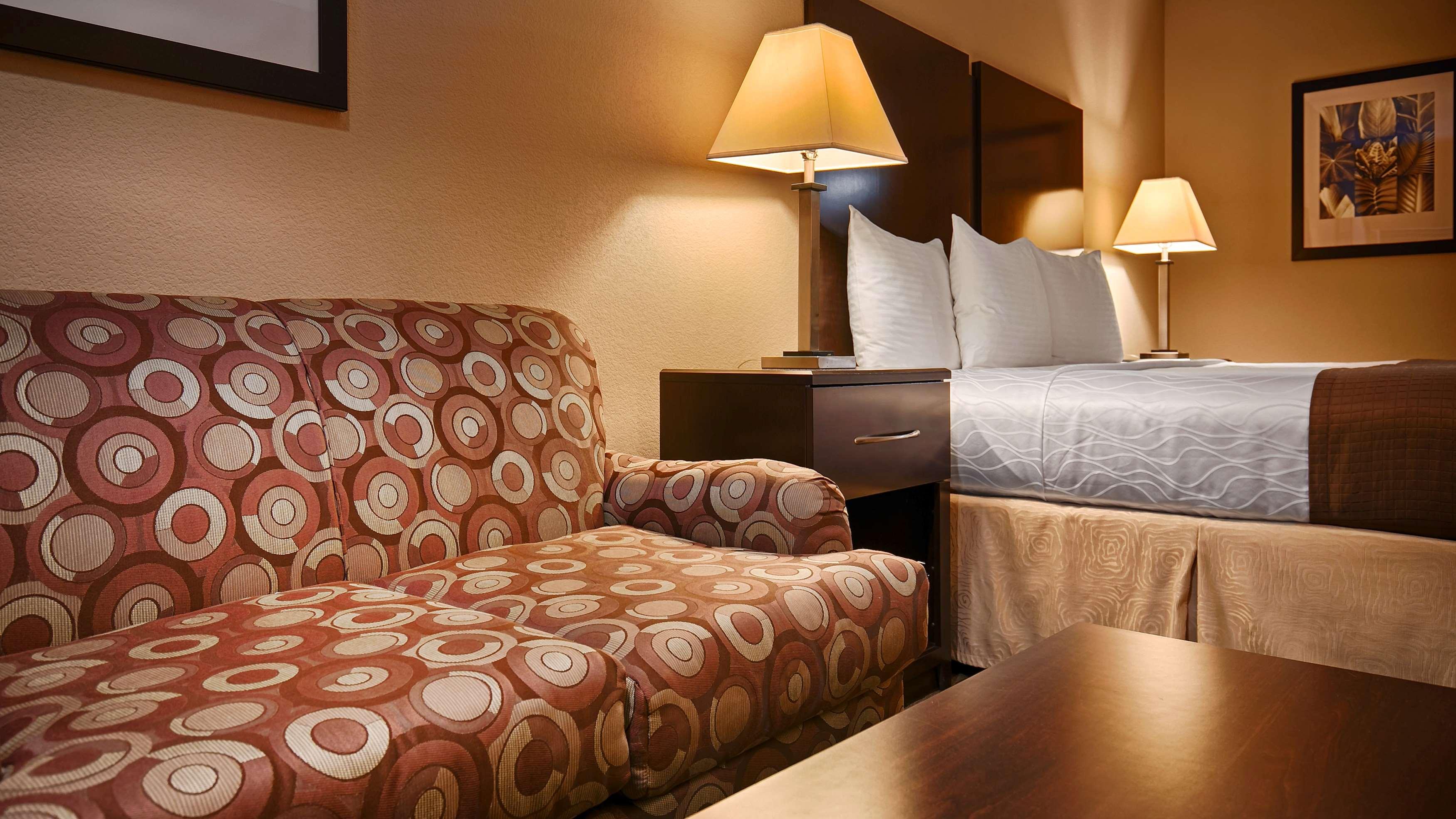 Best Western Cedar Inn image 30